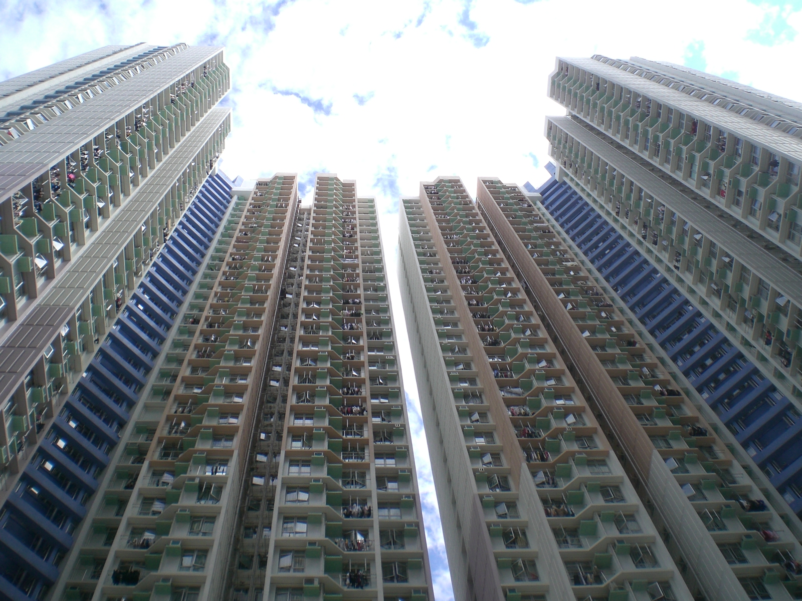 File:HK Shek Pai Wan Estate High-rise buildings.JPG - Wikimedia Commons