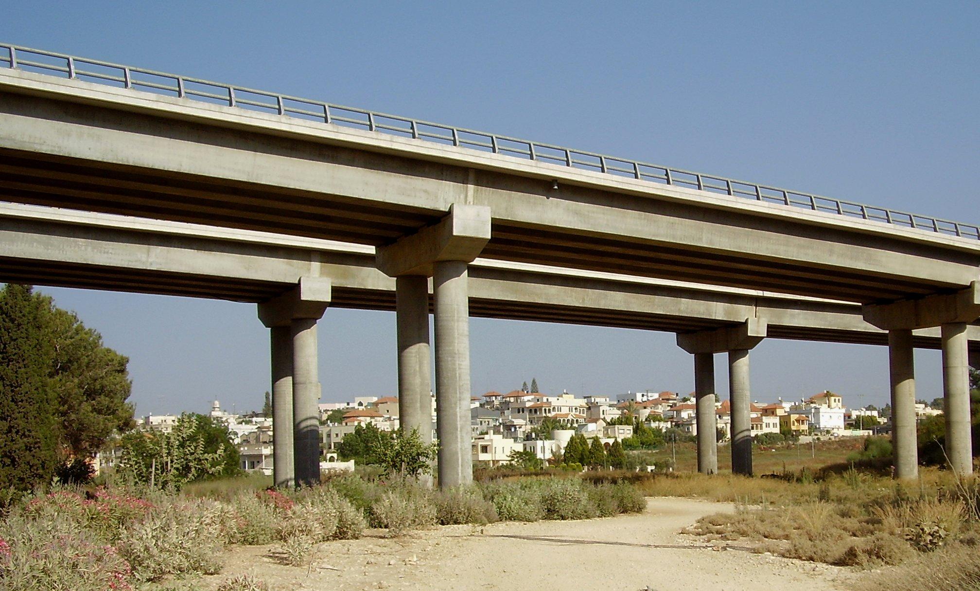 File:Highway 6 Narbeta bridge and Meiser b1.jpg - Wikimedia Commons