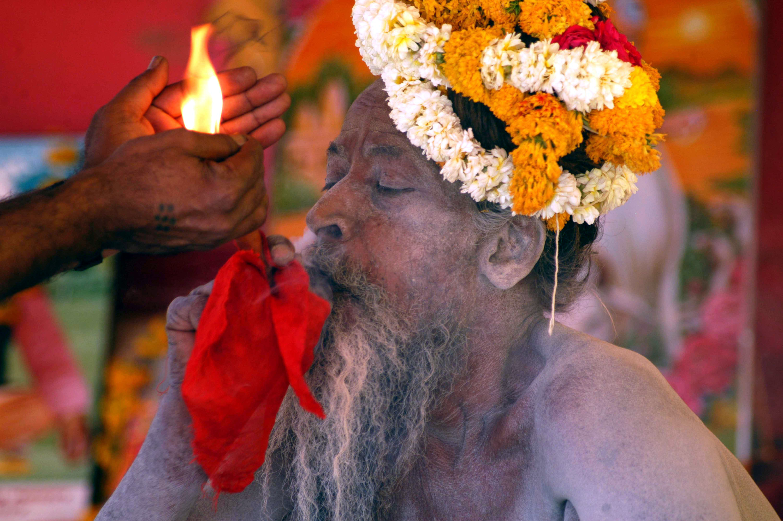 Hindu holyman, Beard, Bspo07, Cigar, Fire, HQ Photo