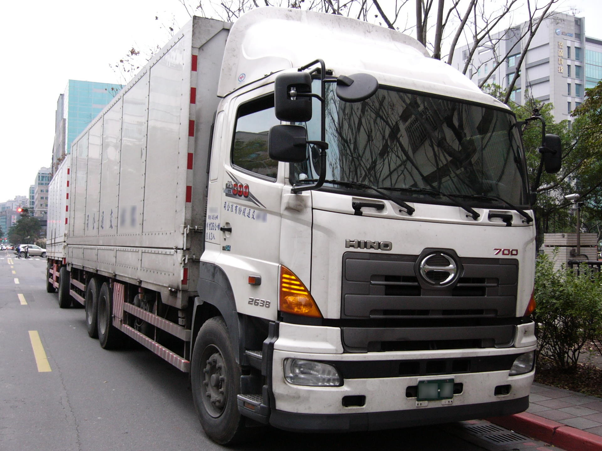 File:Hino 700 2638 truck in Taiwan.jpg - Wikimedia Commons