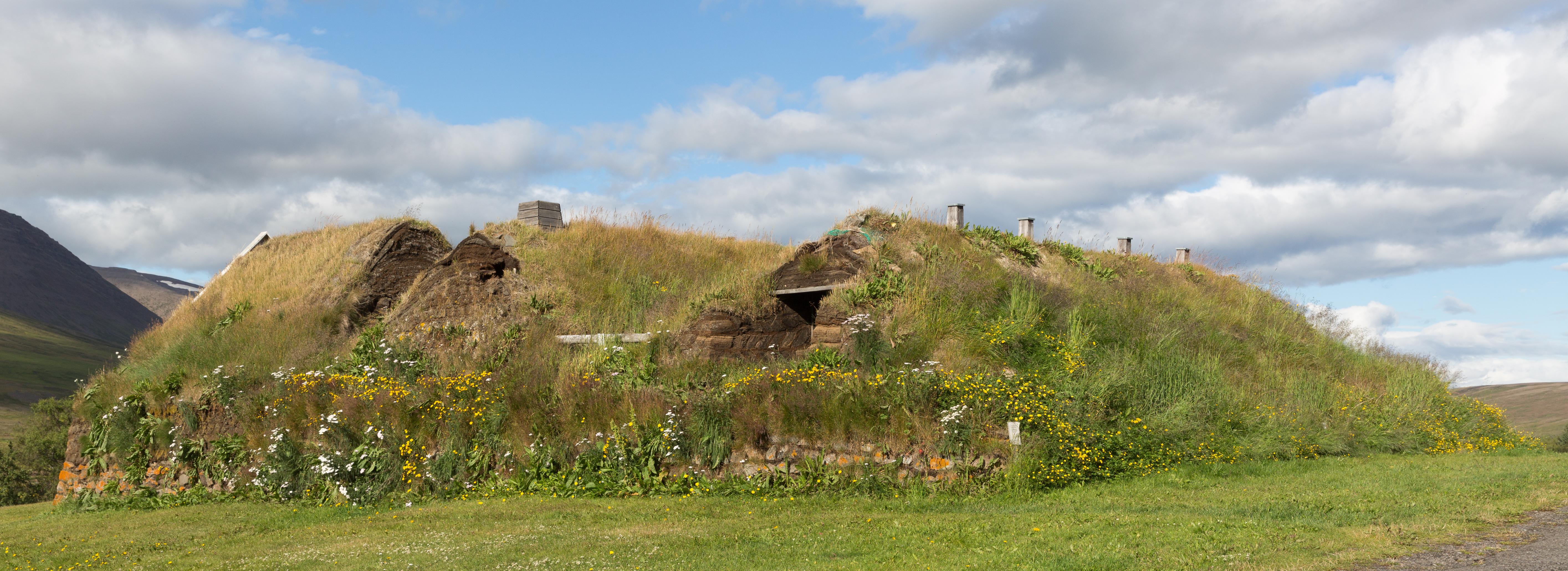 File:Turf house - Holar.jpg - Wikimedia Commons