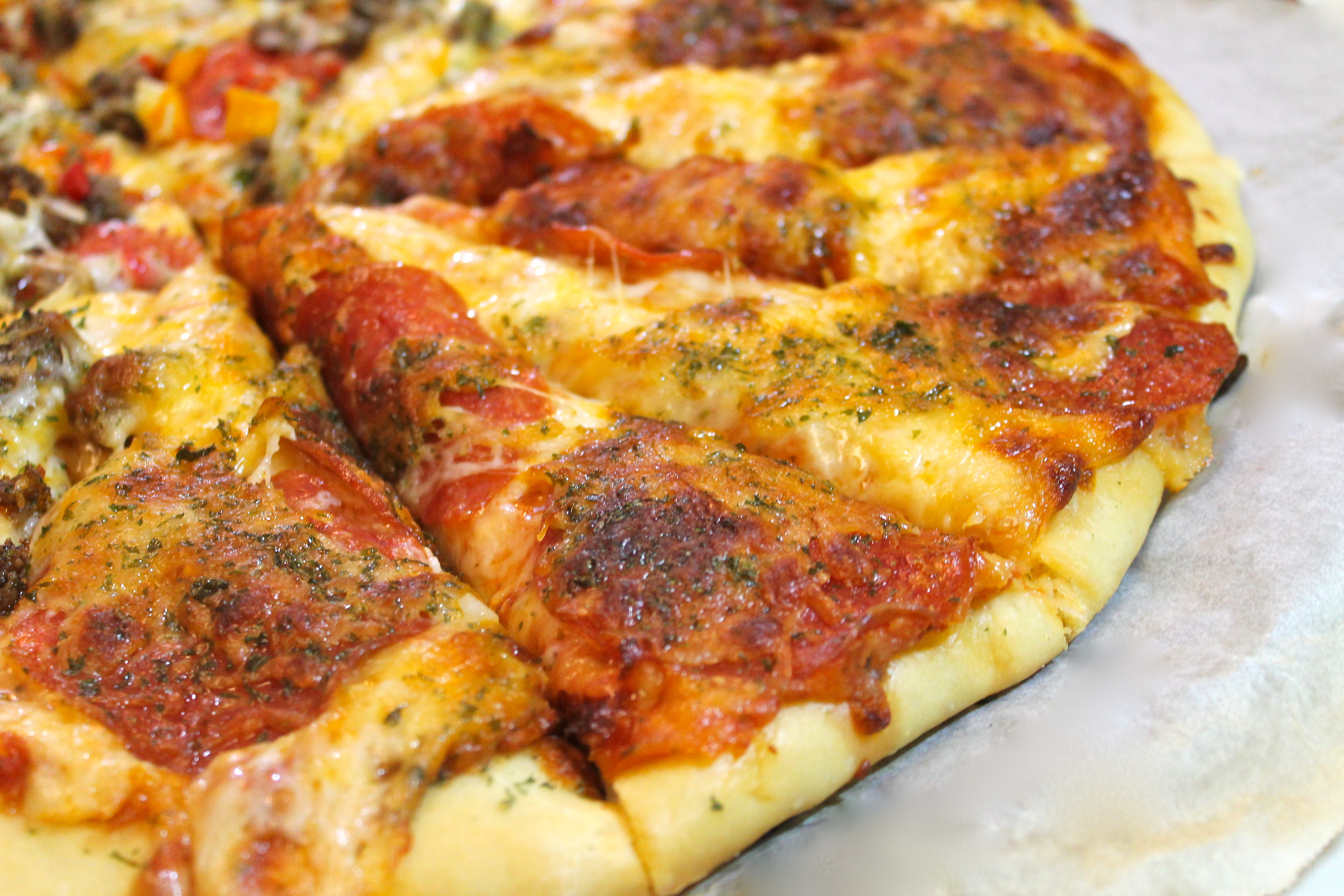 Homemade Pizza : No more Takeout! | I Heart Recipes