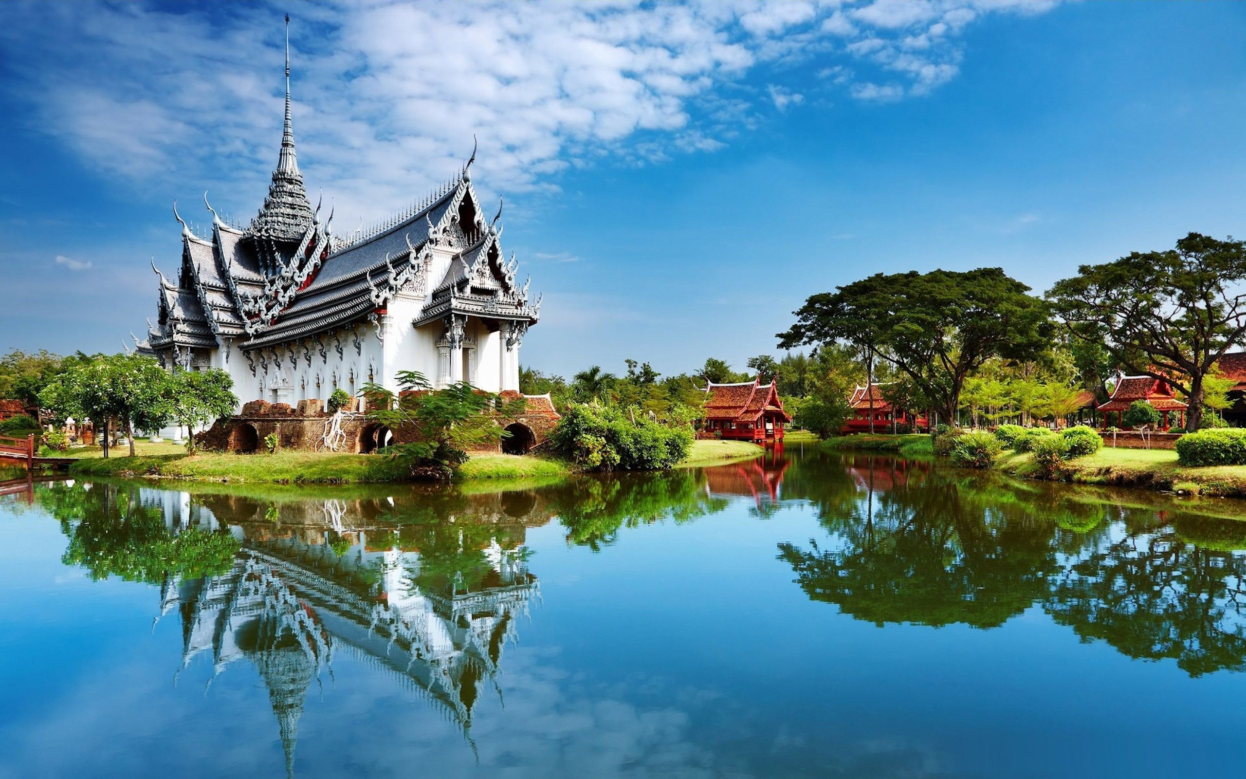 Thai House Reflection | Cool Wallpapers
