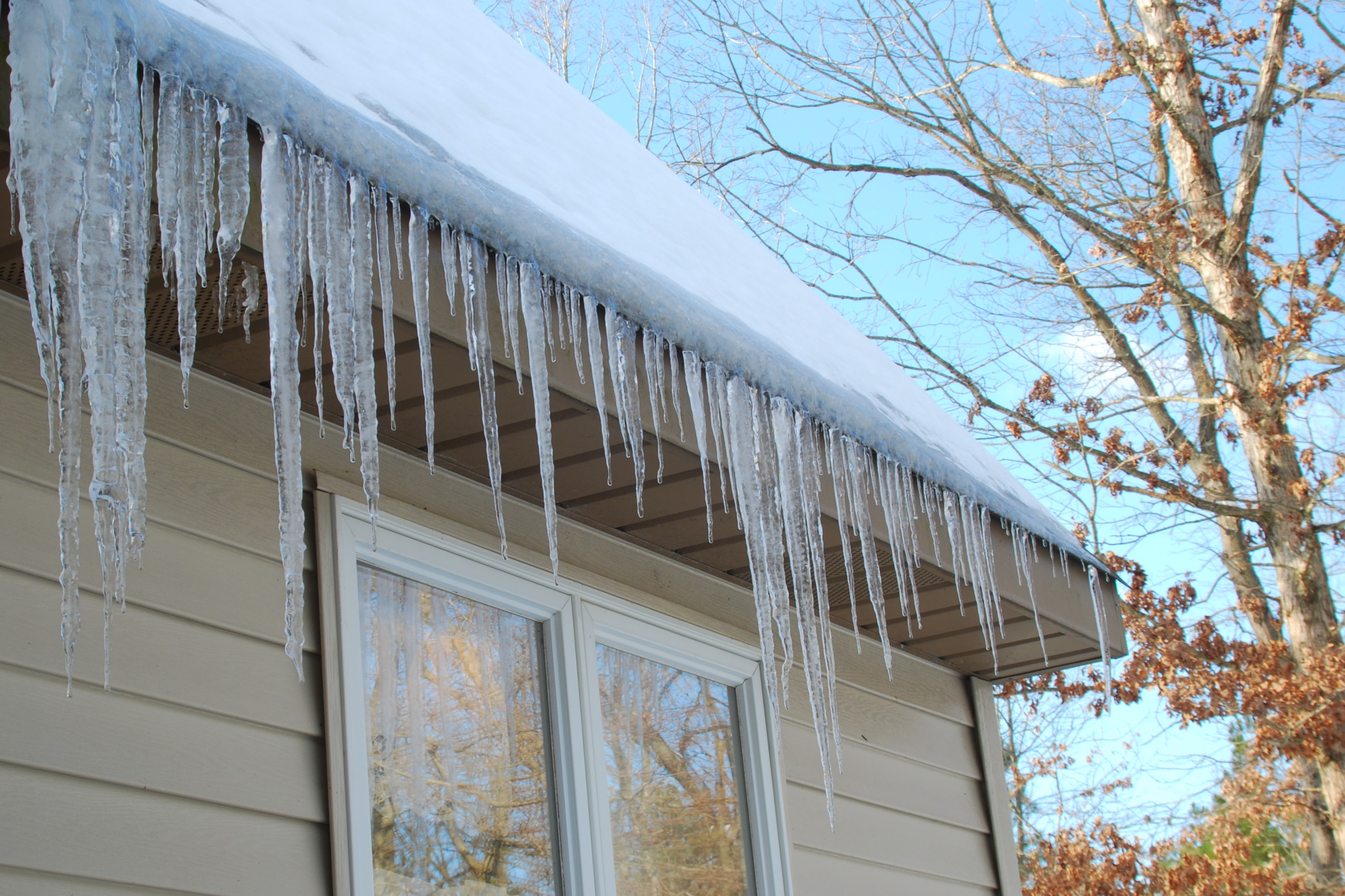 Icicles on Roof and Attic Insulation - Learn to Read Roofs - Graber ...