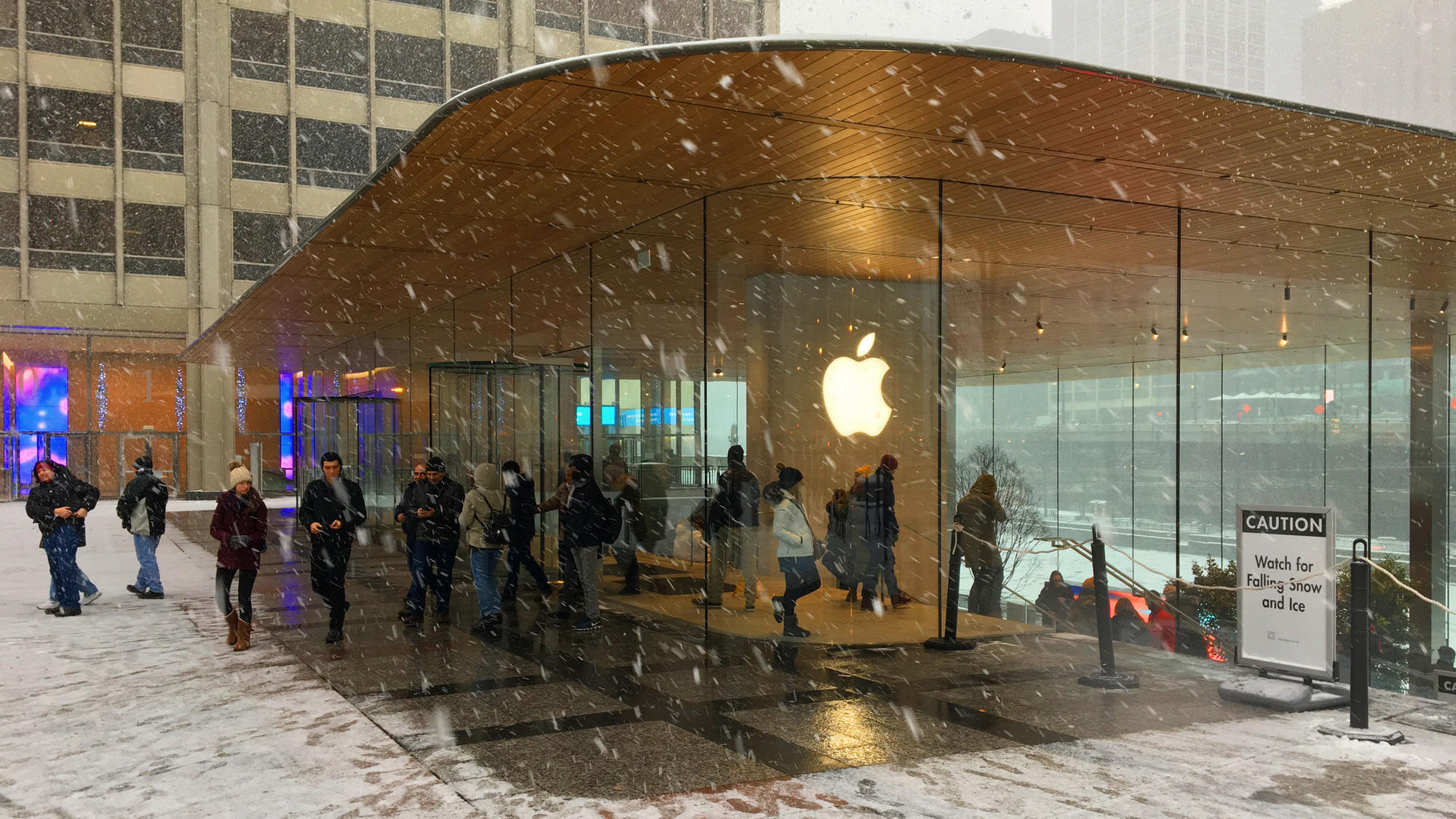 Dangling icicles at Apple store not company's worst problem ...