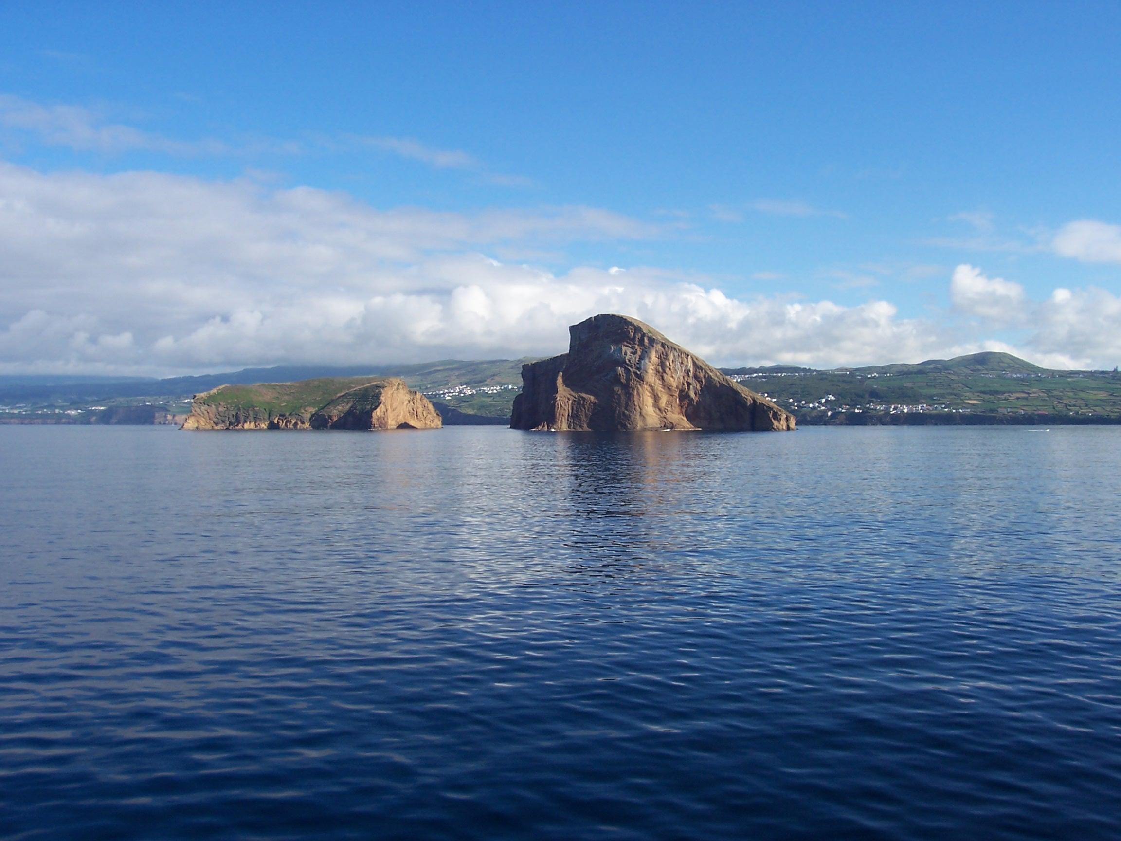 File:Ilhéus das Cabras, vistos do Mar, ilha Terceira, Açores, 2.JPG ...