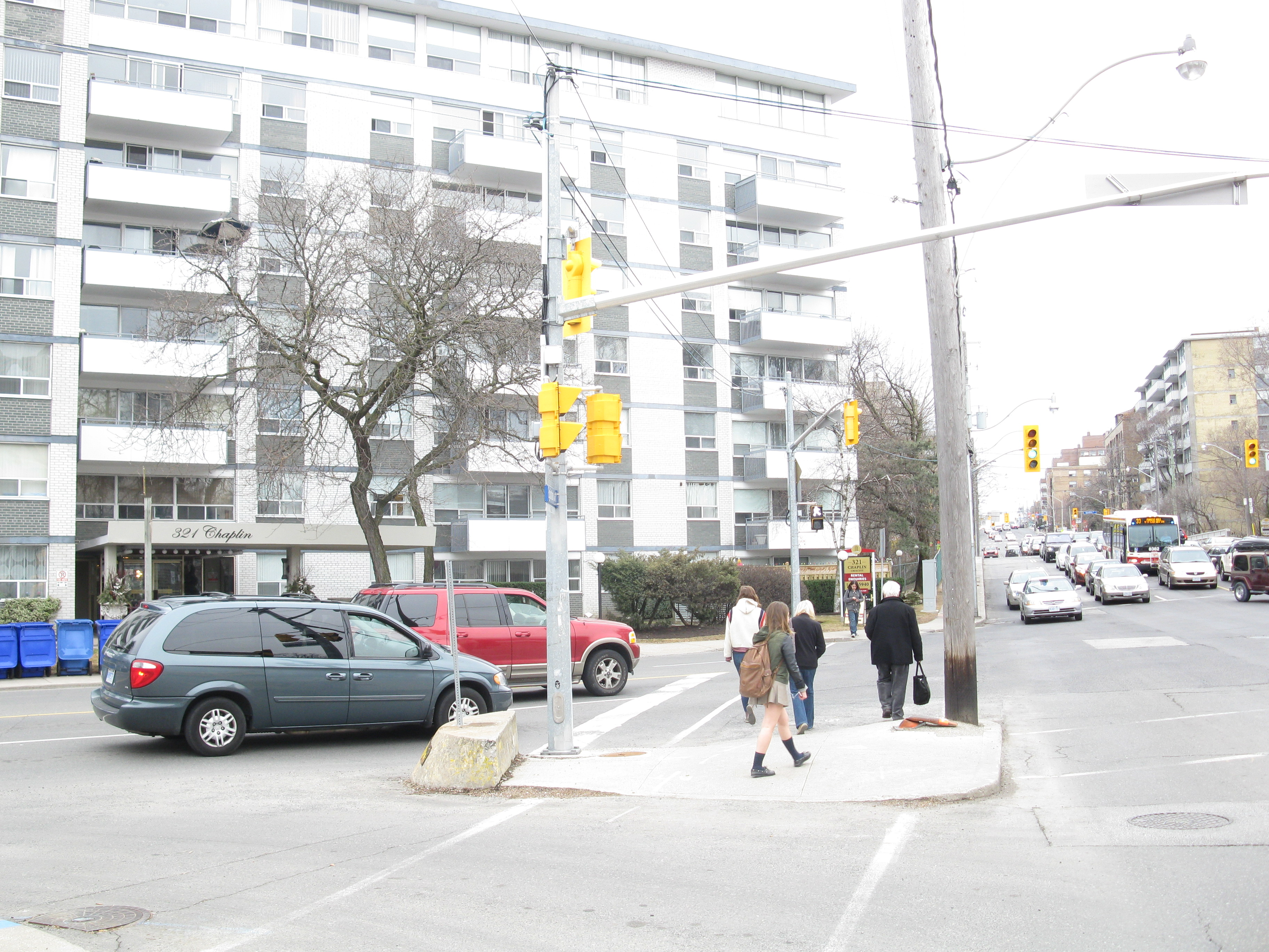 Intersection of chaplin and eglinton, 2013 04 09 -an photo