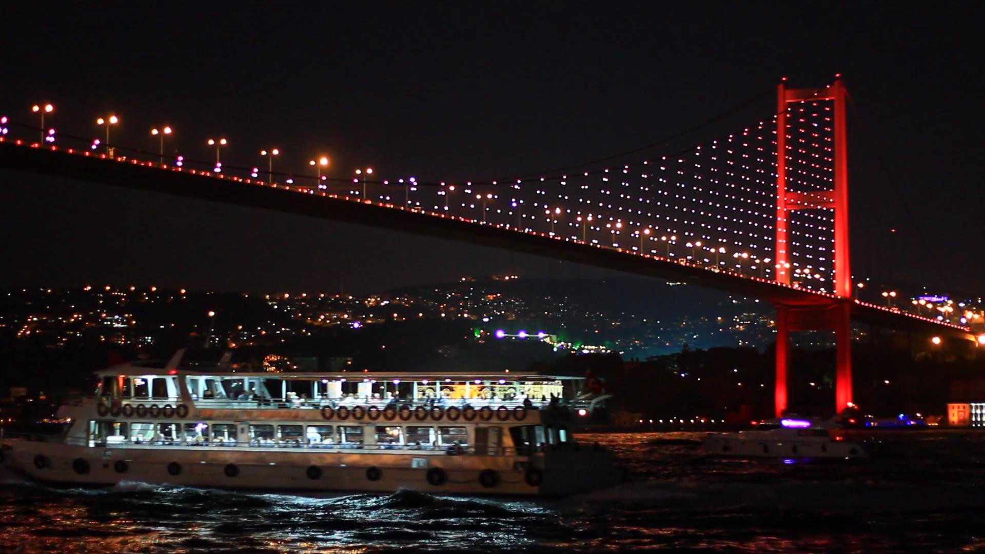 Bosphorus Bridge nightly light show in Istanbul, Turkey. Bosporus ...