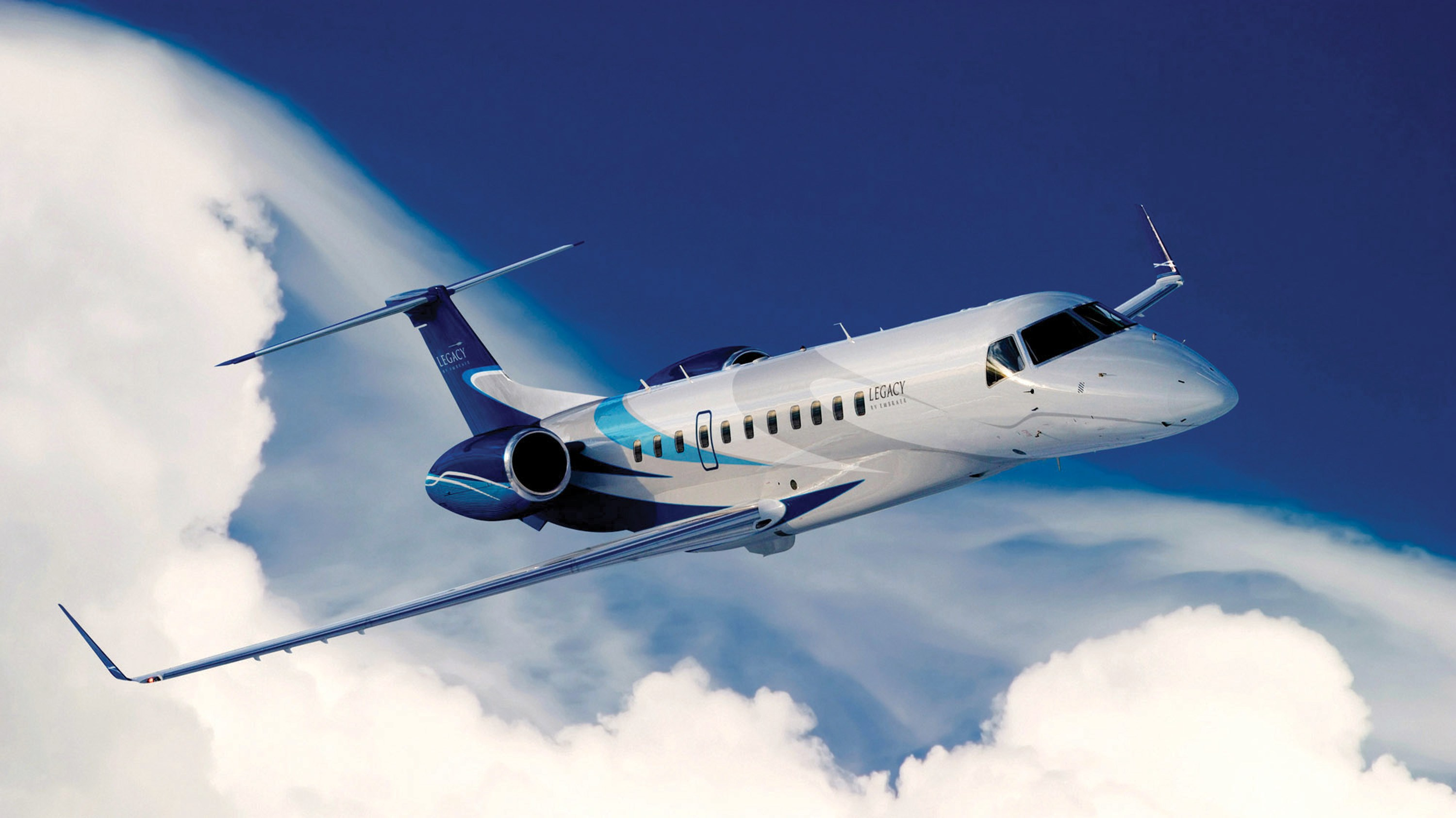 private jet French Riviera by FLYING 7 AIR - 0 811 387 477