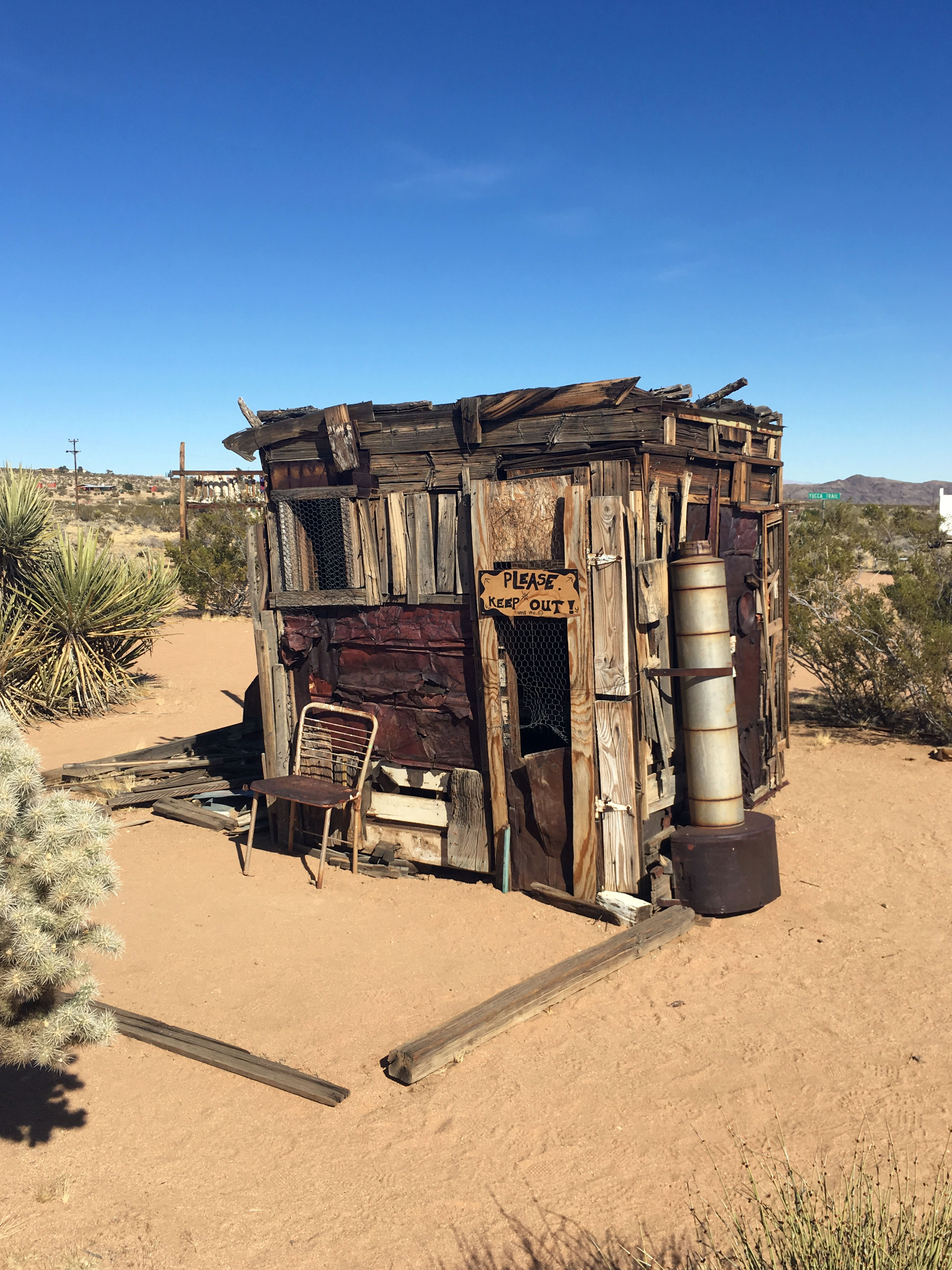 A Trip to the Desert: Joshua Tree Outdoor Museum – Vagabond Blondes