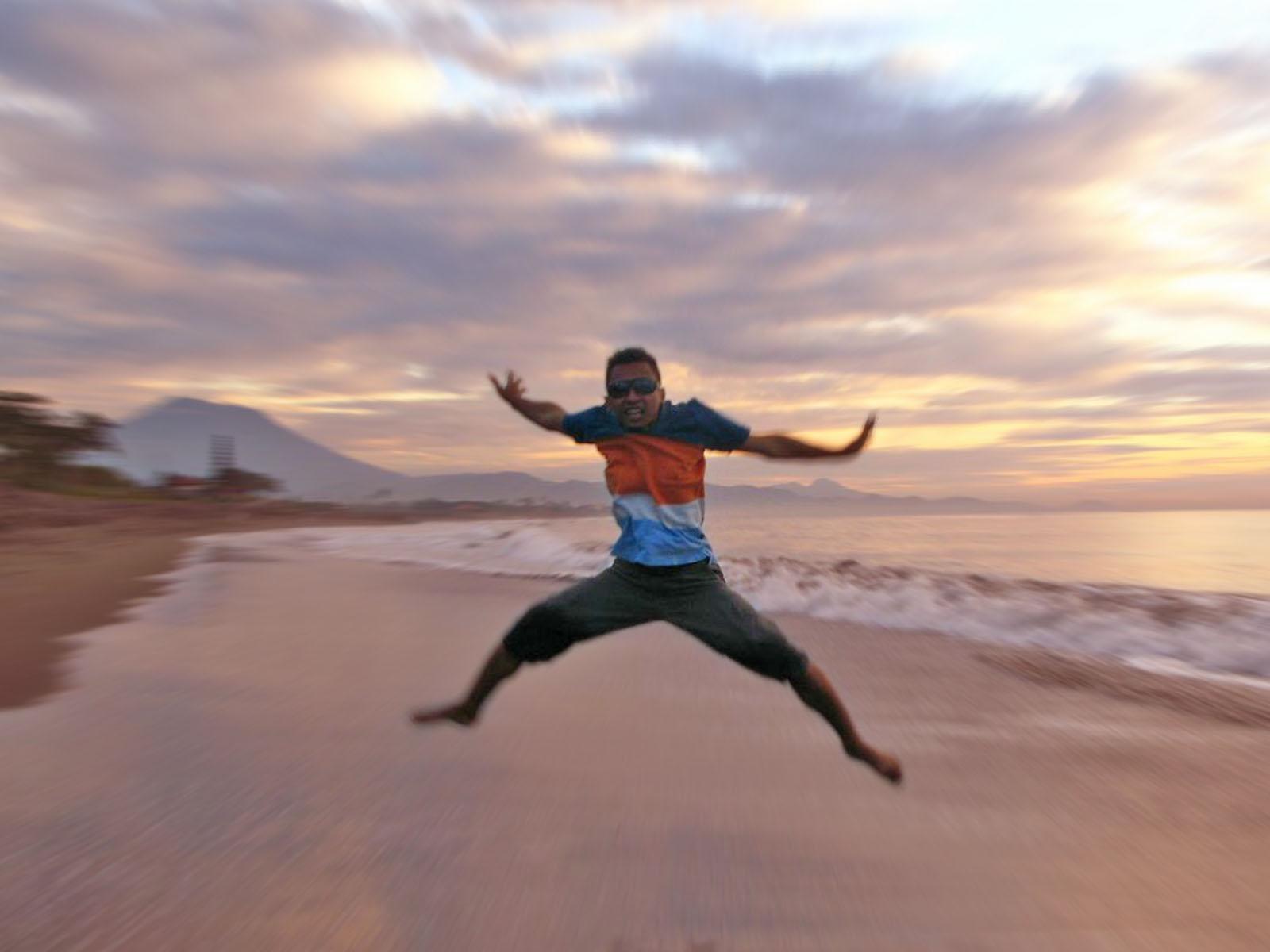 Jump to fly along the coast photo