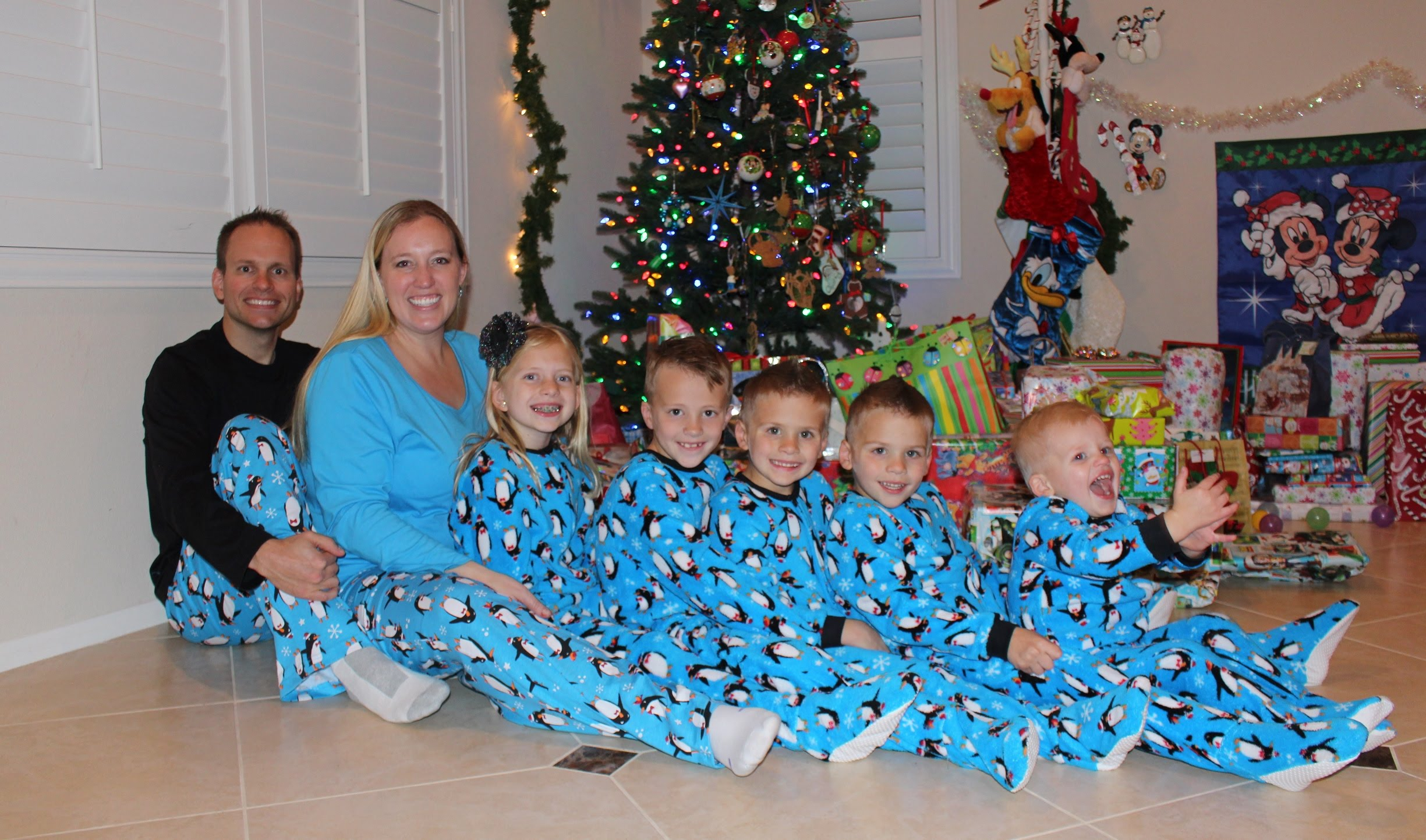 24 Hours With 5 Kids On Christmas Day - YouTube
