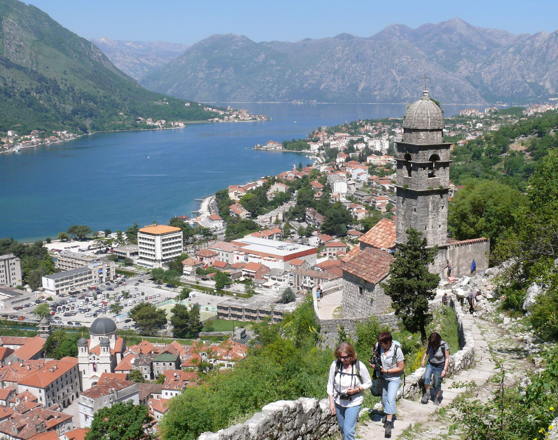 HIKING THE CITY WALLS OF KOTOR - Living in Montenegro :)