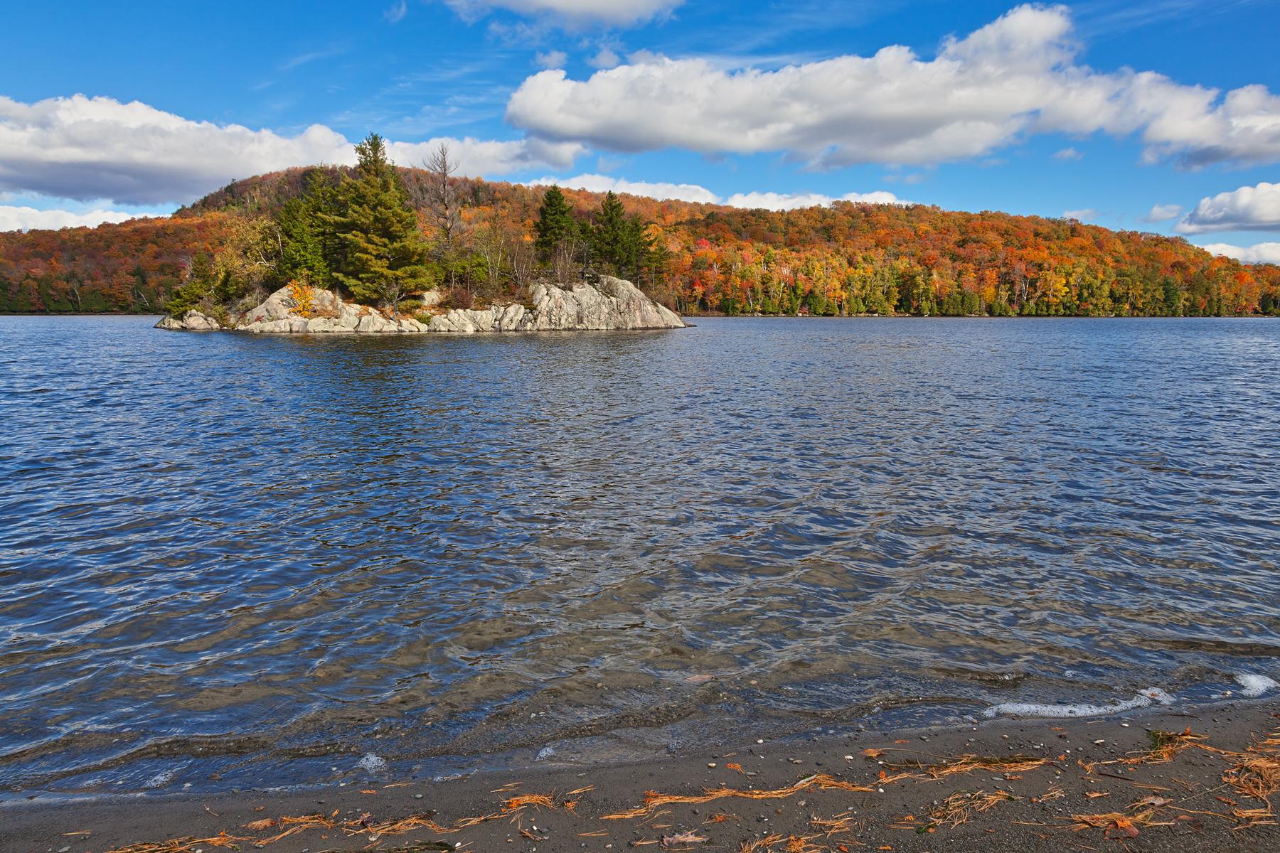 Lac stukely autumn - hdr photo
