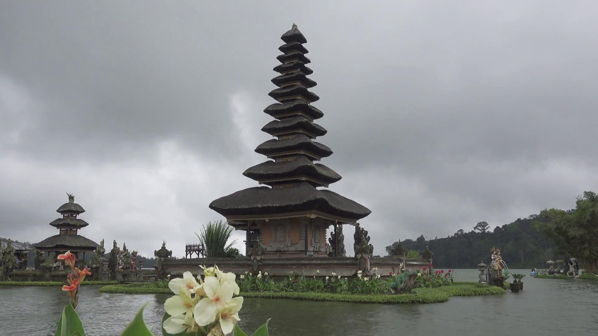 Pura Ulun Danu Bratan Temple, Bedugul Mountains, Bratan Lake, Bali ...