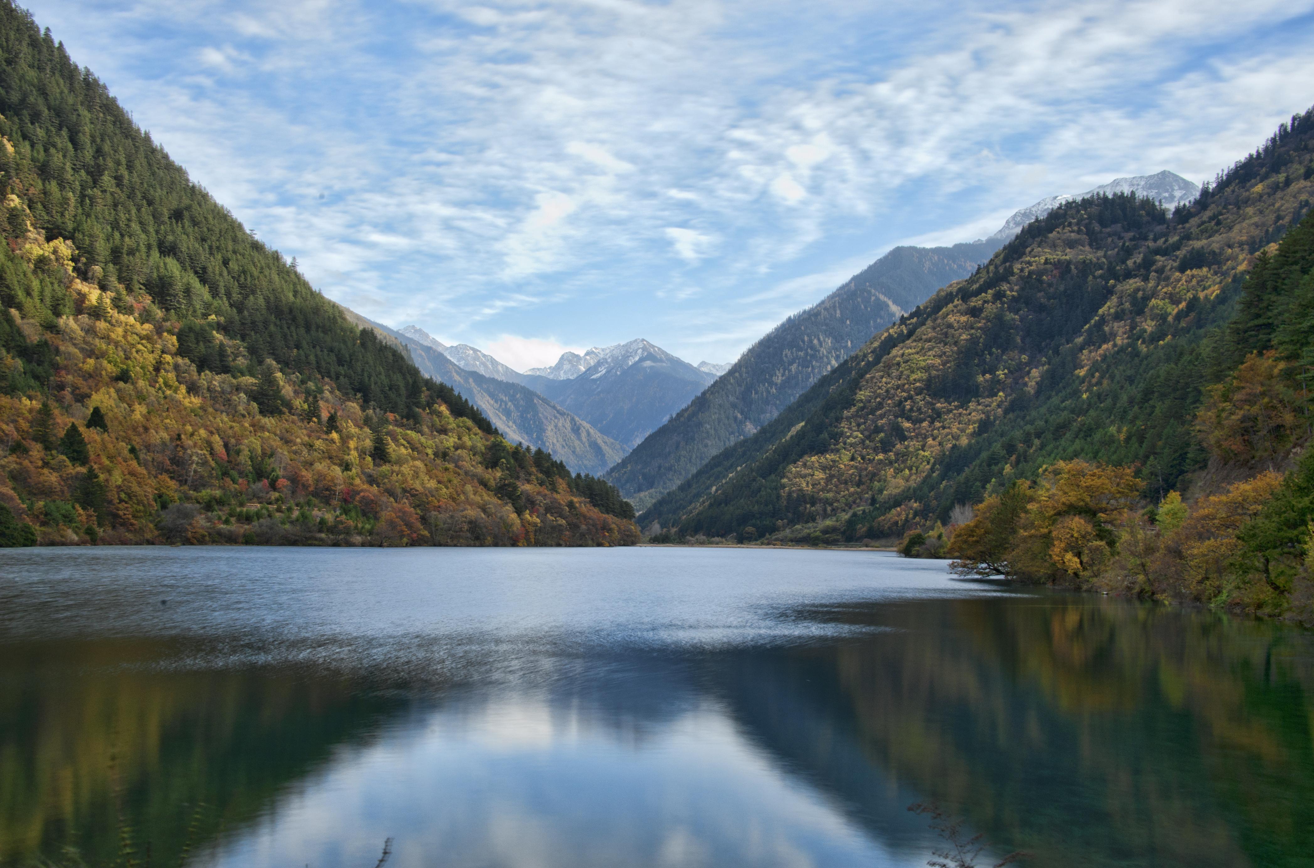File:1 jiuzhaigou valley rhino lake 2011.jpg - Wikimedia Commons