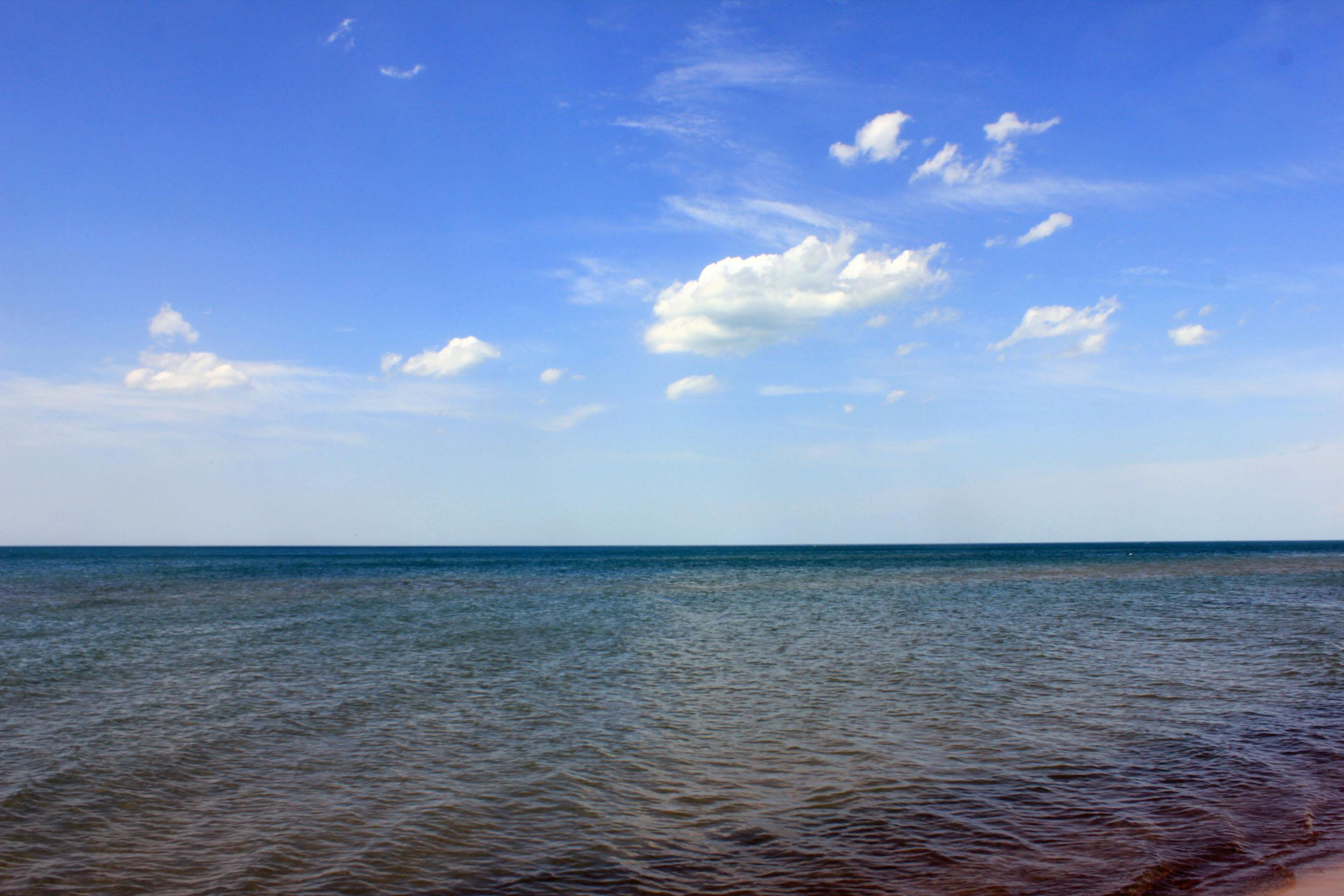 File:Gfp-indiana-dunes-national-lakeshore-lake-water-sky.jpg ...