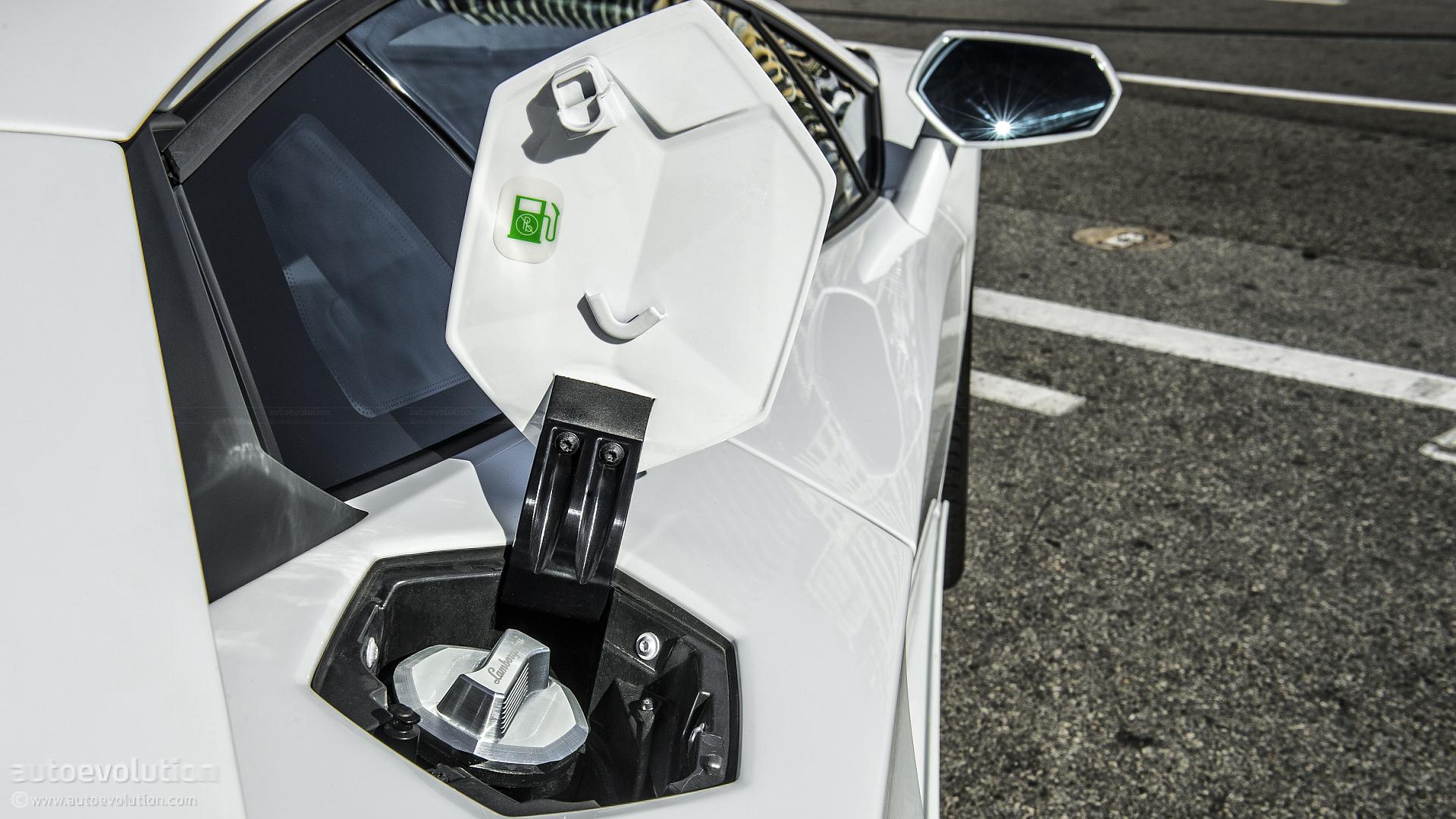 LAMBORGHINI Aventador Review - autoevolution