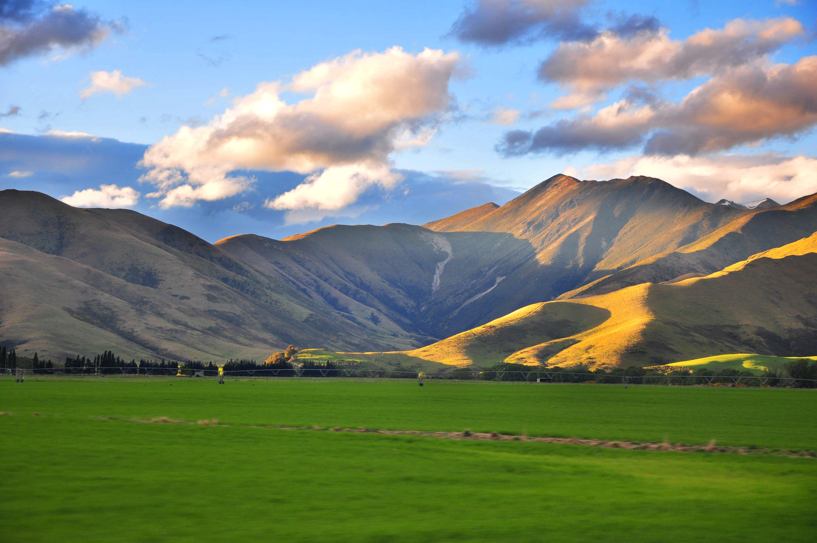 File:NZ Landscape from the van.jpg - Wikimedia Commons