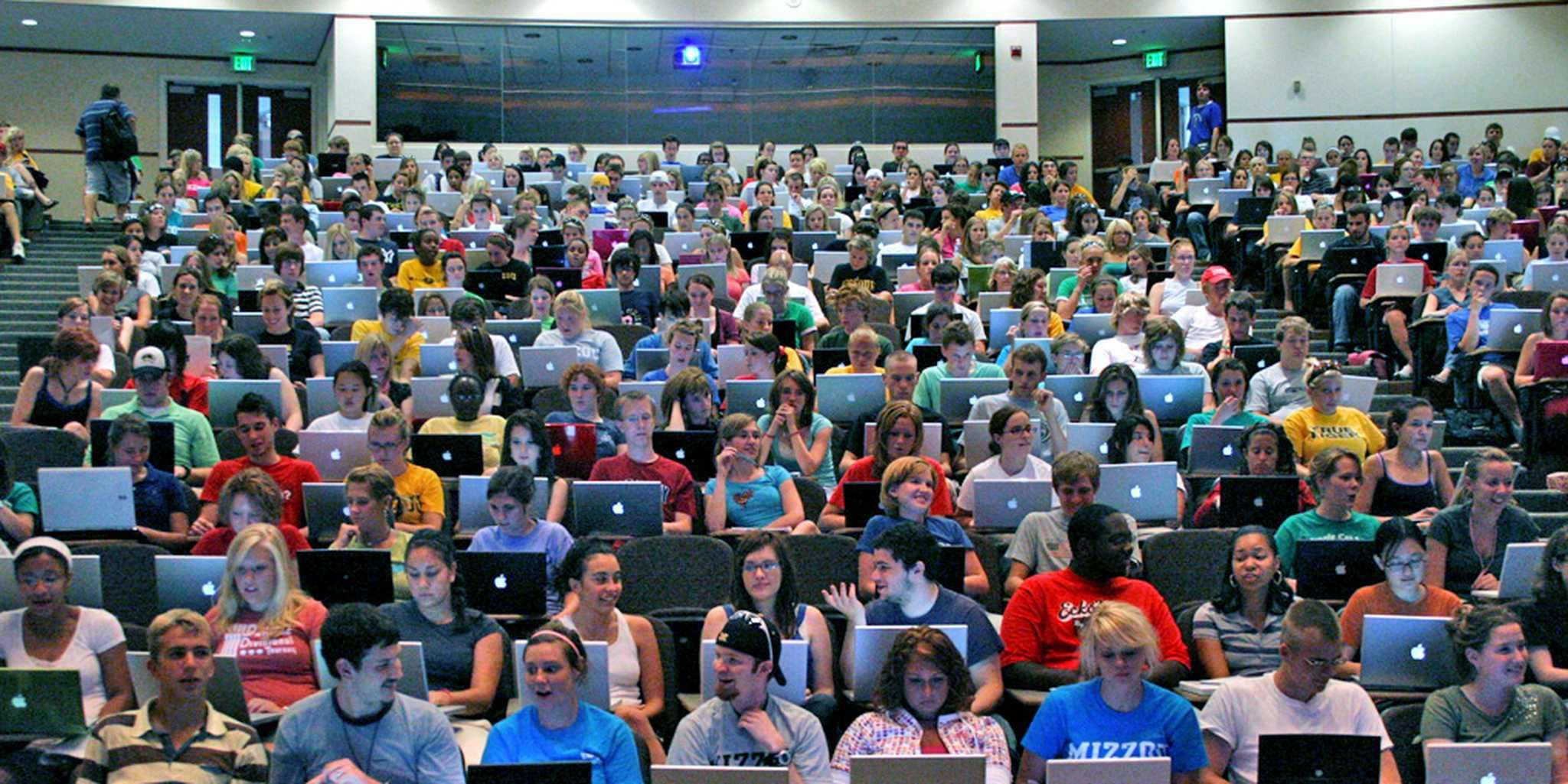 Evidence mounts that laptops are terrible for students at lectures ...
