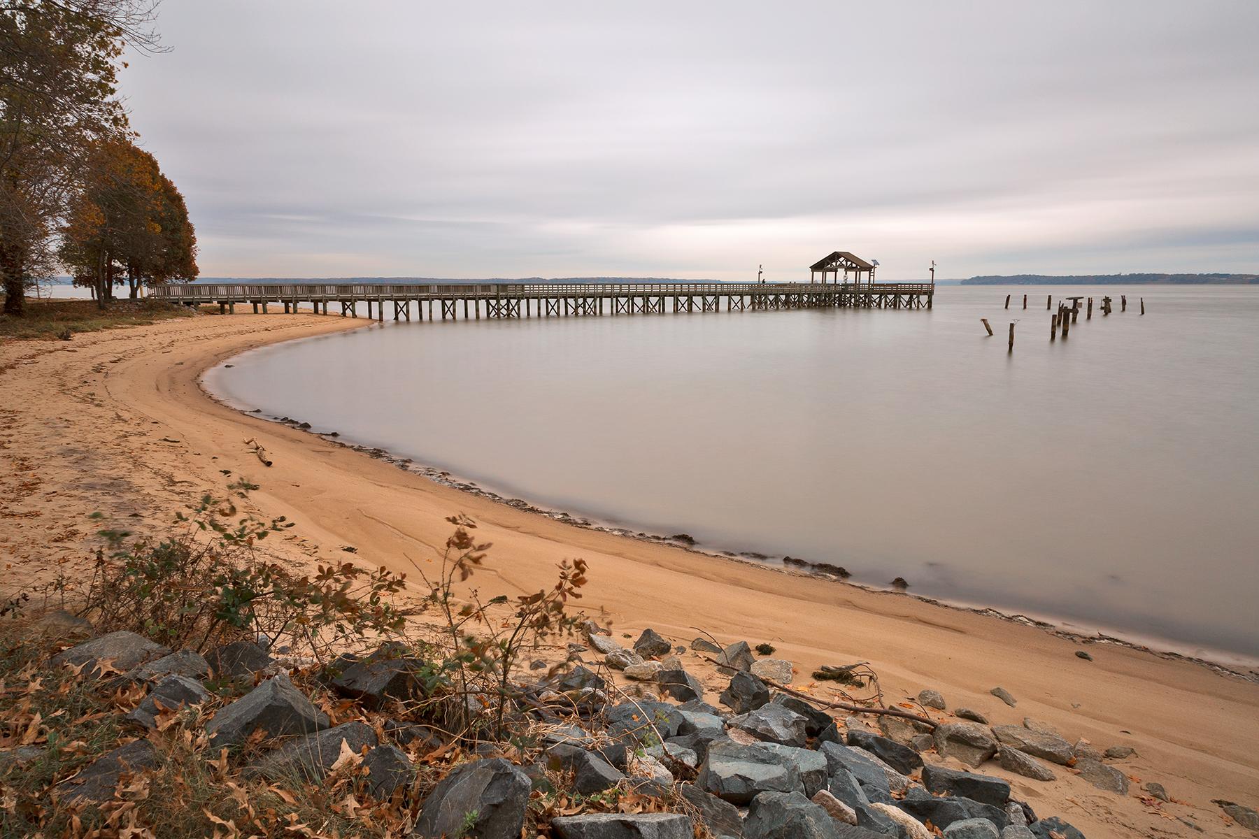 Leesylvania Beach Pier, , Pylon, Shade, Sea, HQ Photo
