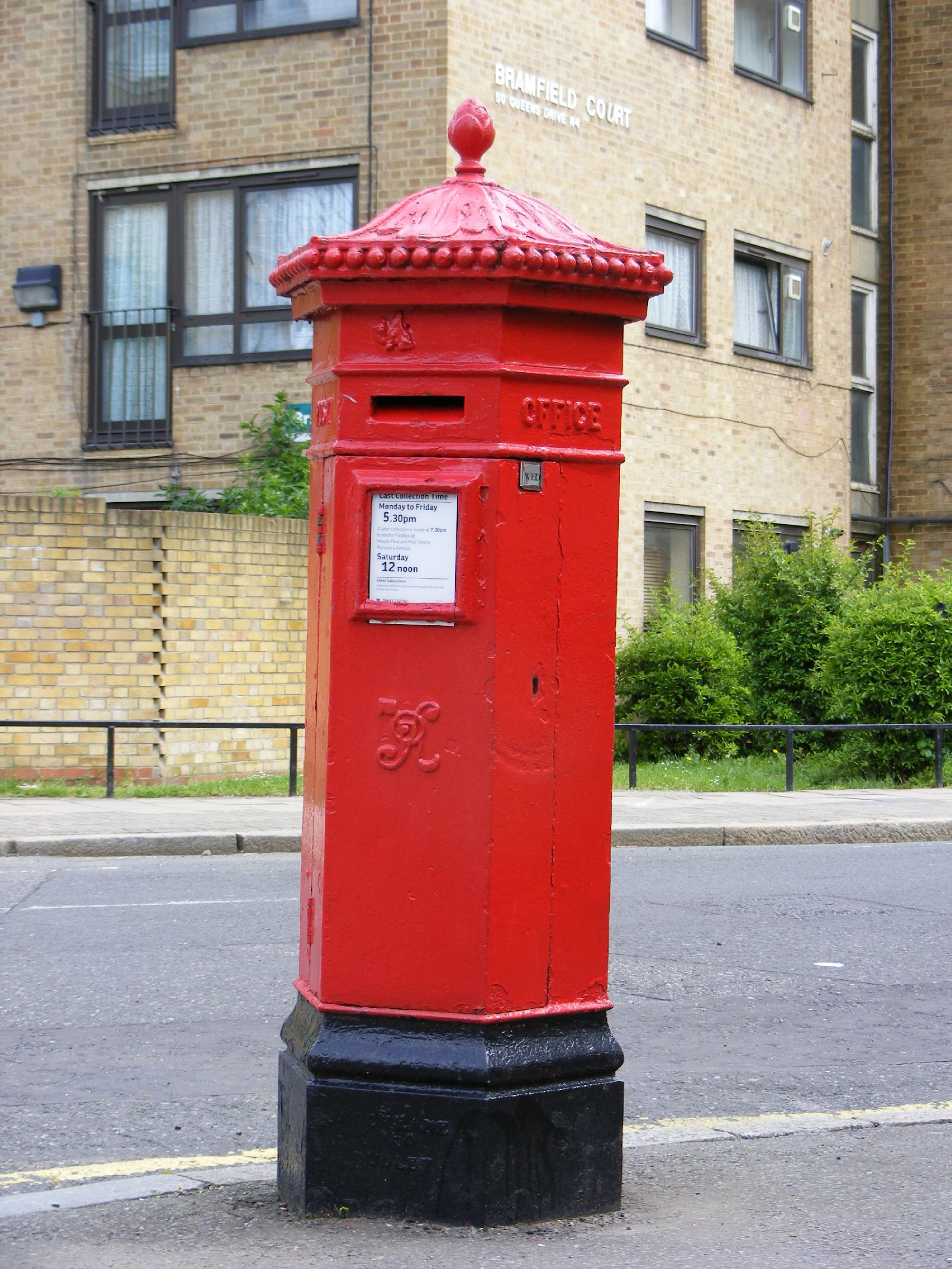 File:Victorian Penfold Letter Box, N4 - Flickr - sludgegulper.jpg ...