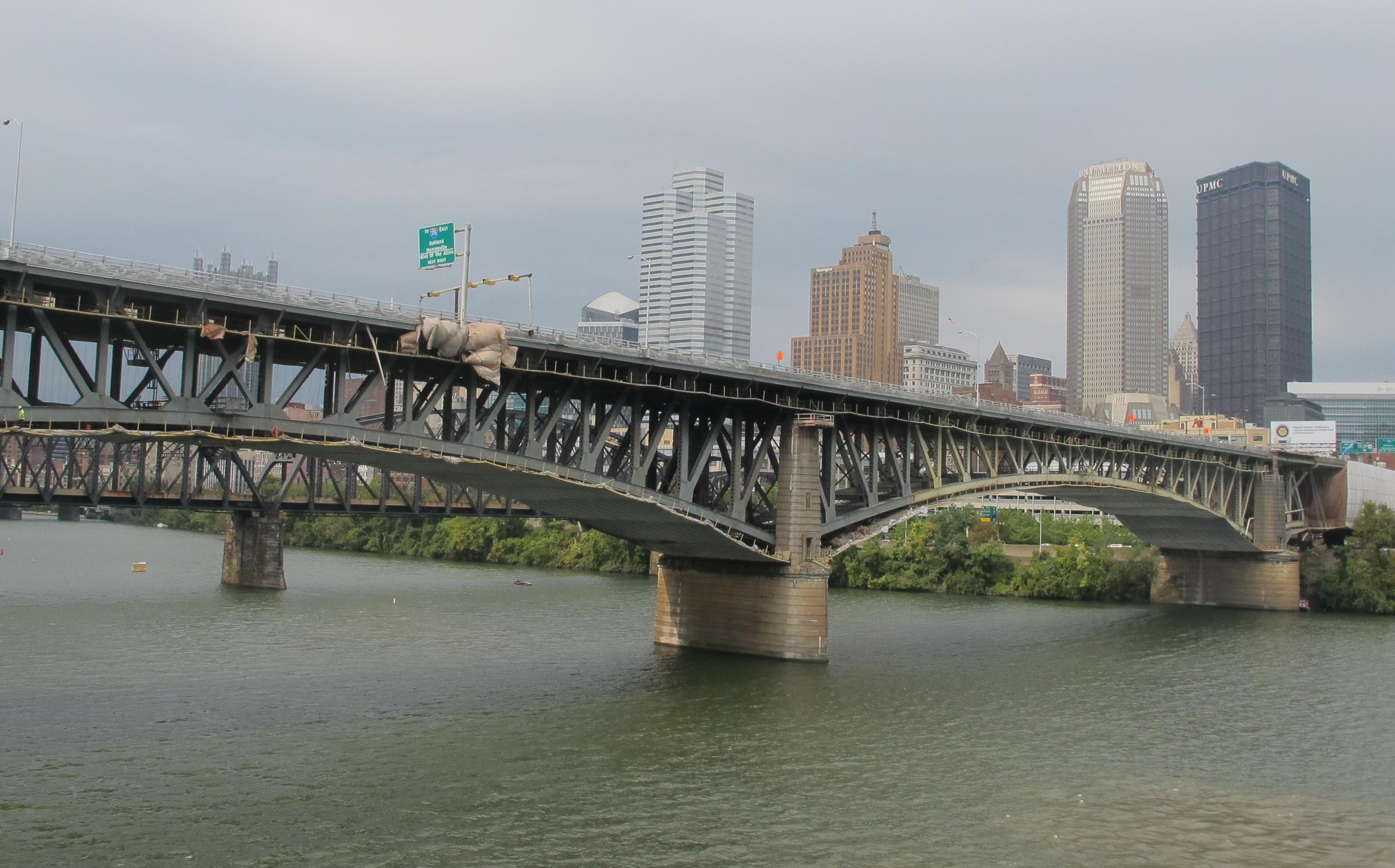 Liberty bridge photo