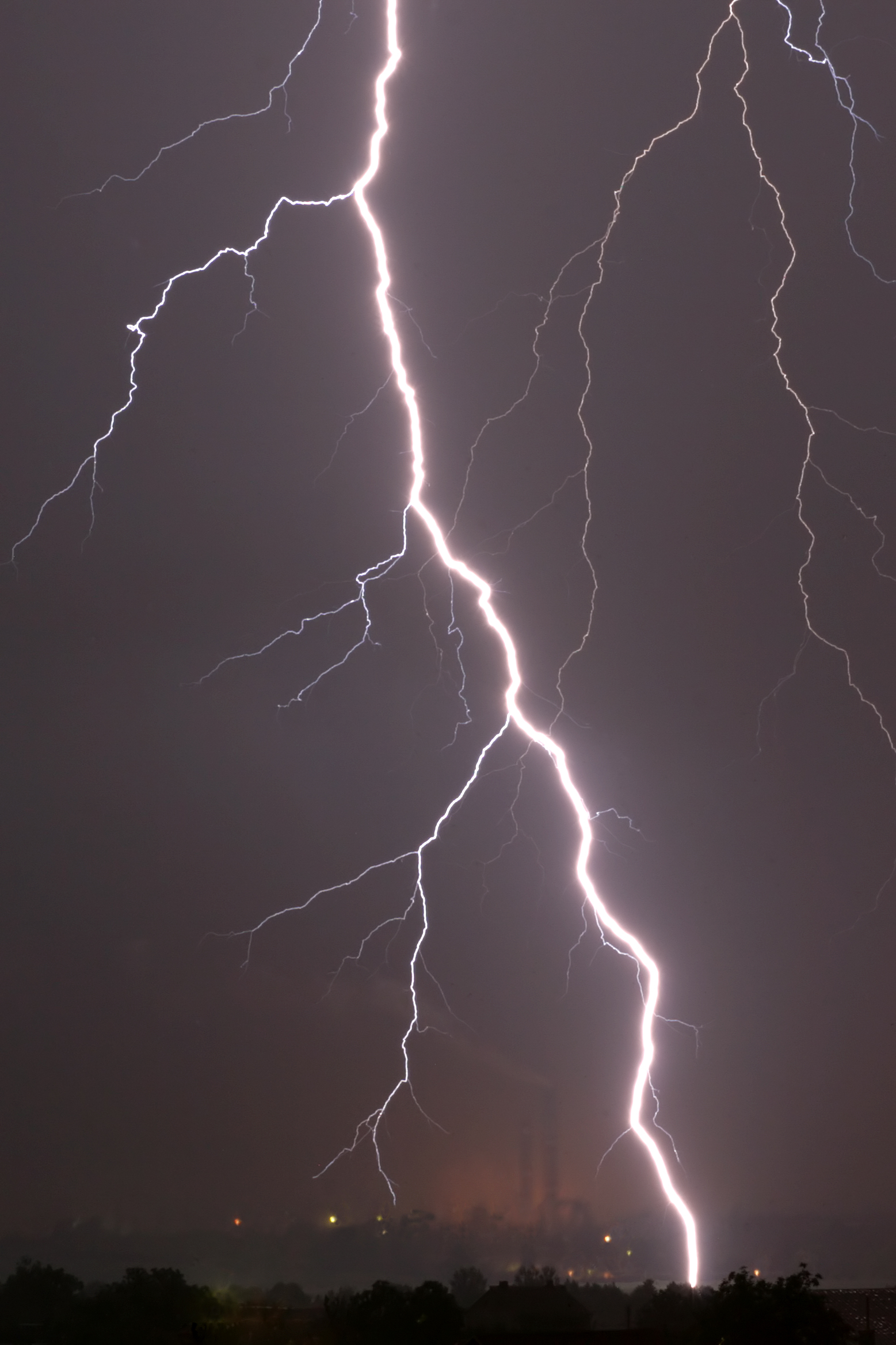File:Lightning in Zdolbuniv.jpg - Wikimedia Commons