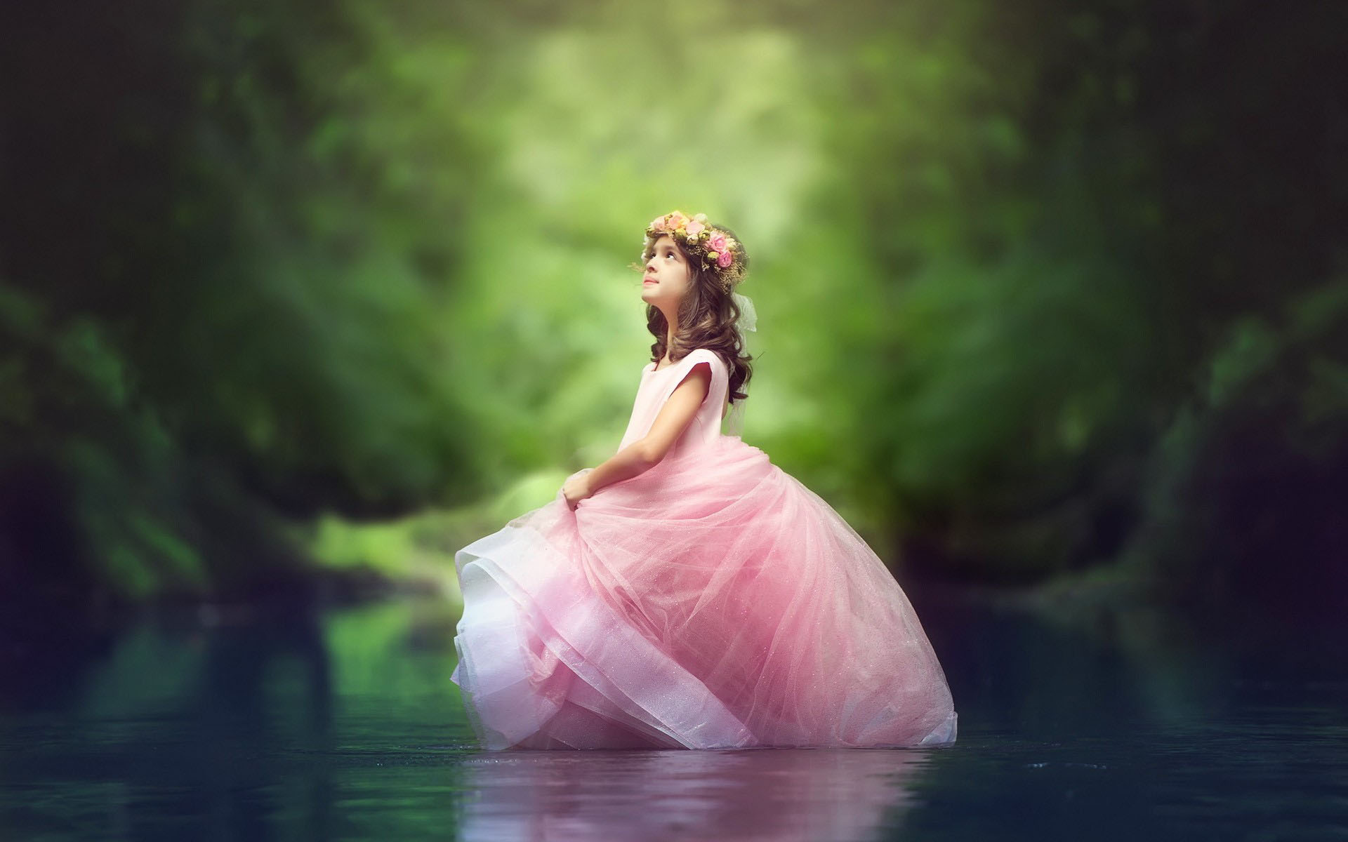 Little Princess Girl In River wallpapers