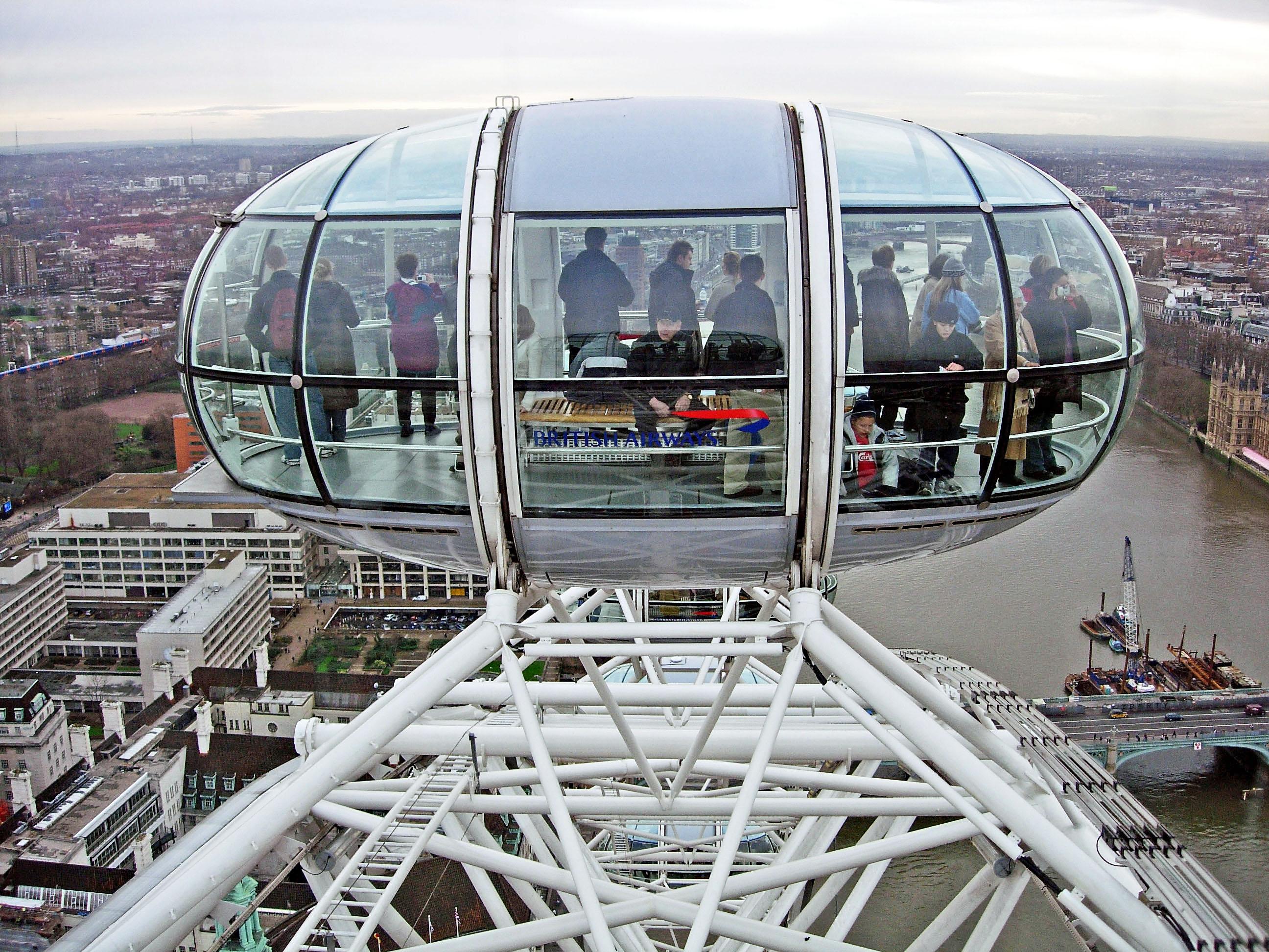 File:London Eye Pod.jpg - Wikimedia Commons