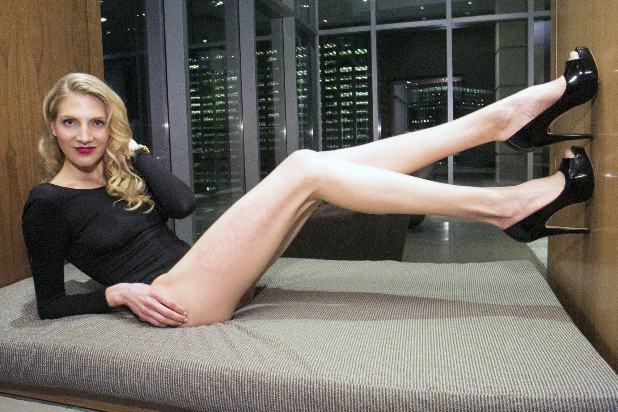 Meet the gal with the longest legs in NYC