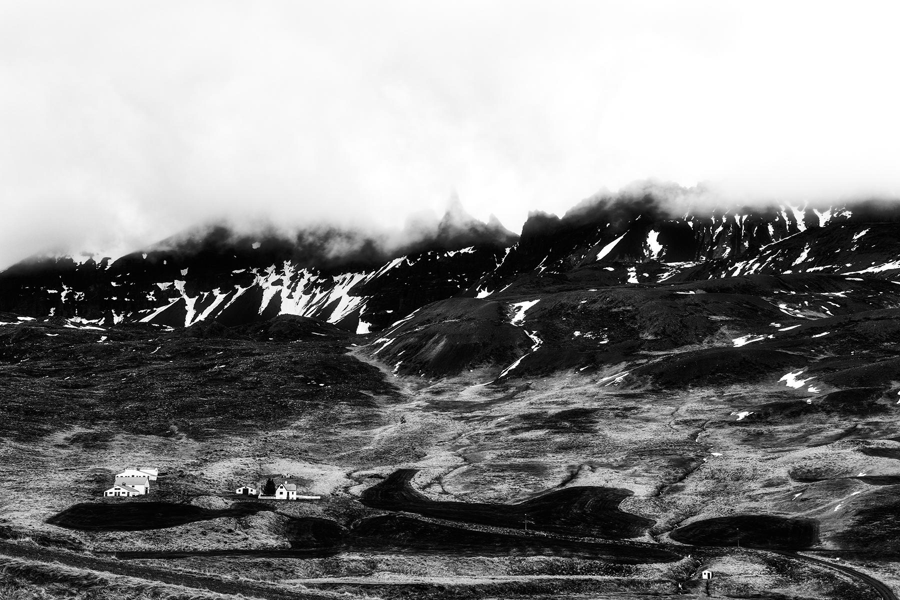 Looming oxnadalur fog - black & white photo