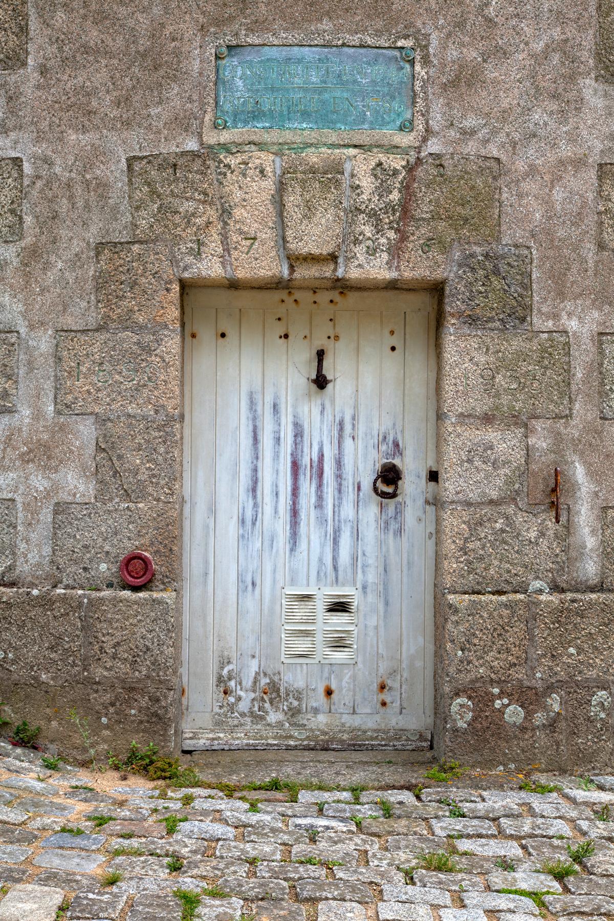 Lorient tower door - hdr photo