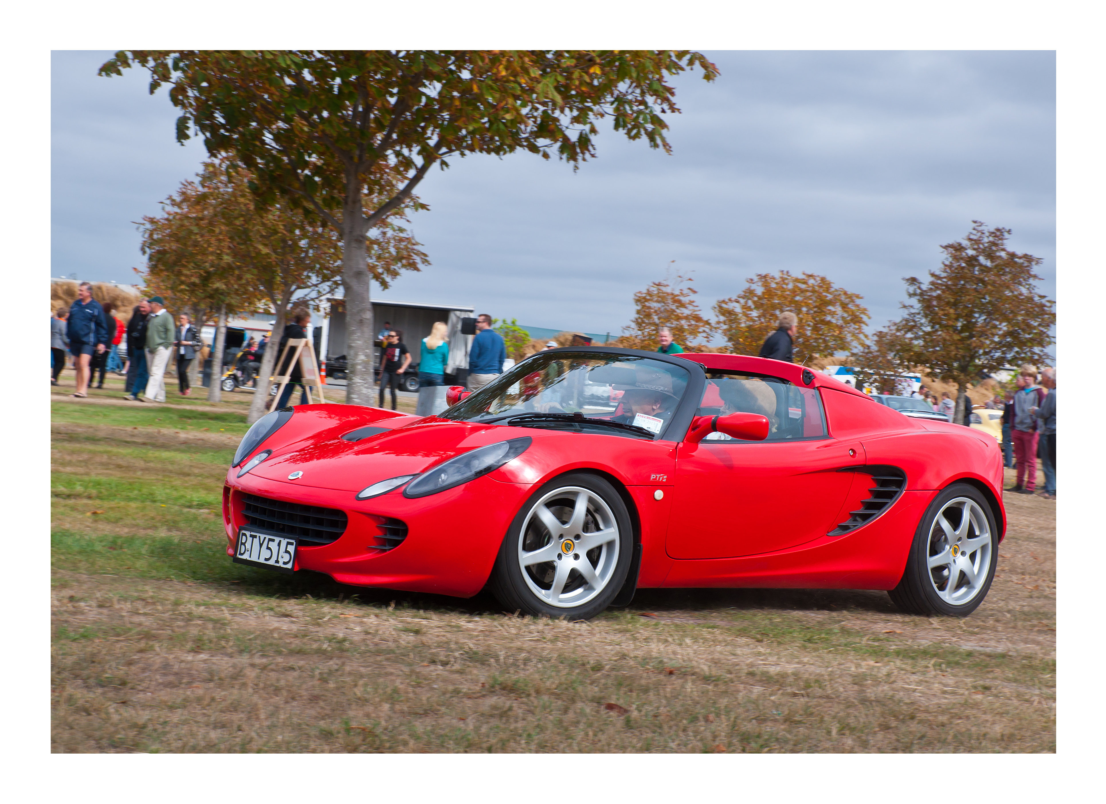 Lotus elise from 2002 photo