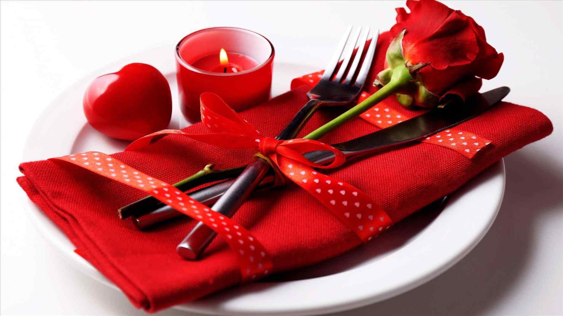 Red Heart Attractive Wallpapers Download Romantic Love Petals Beauty ...