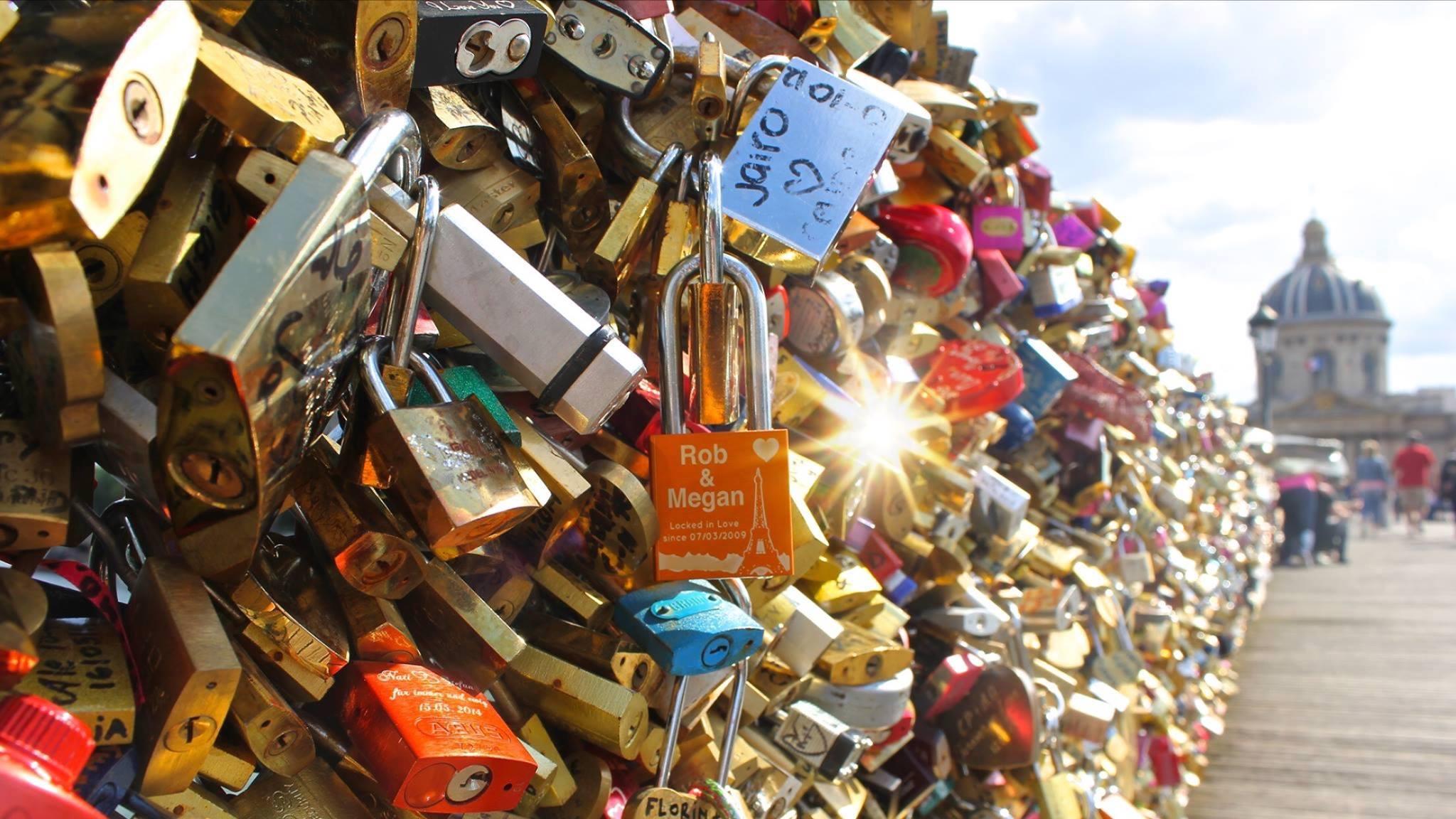 Paris removes 'love locks' from Pont des Arts bridge | CNN Travel