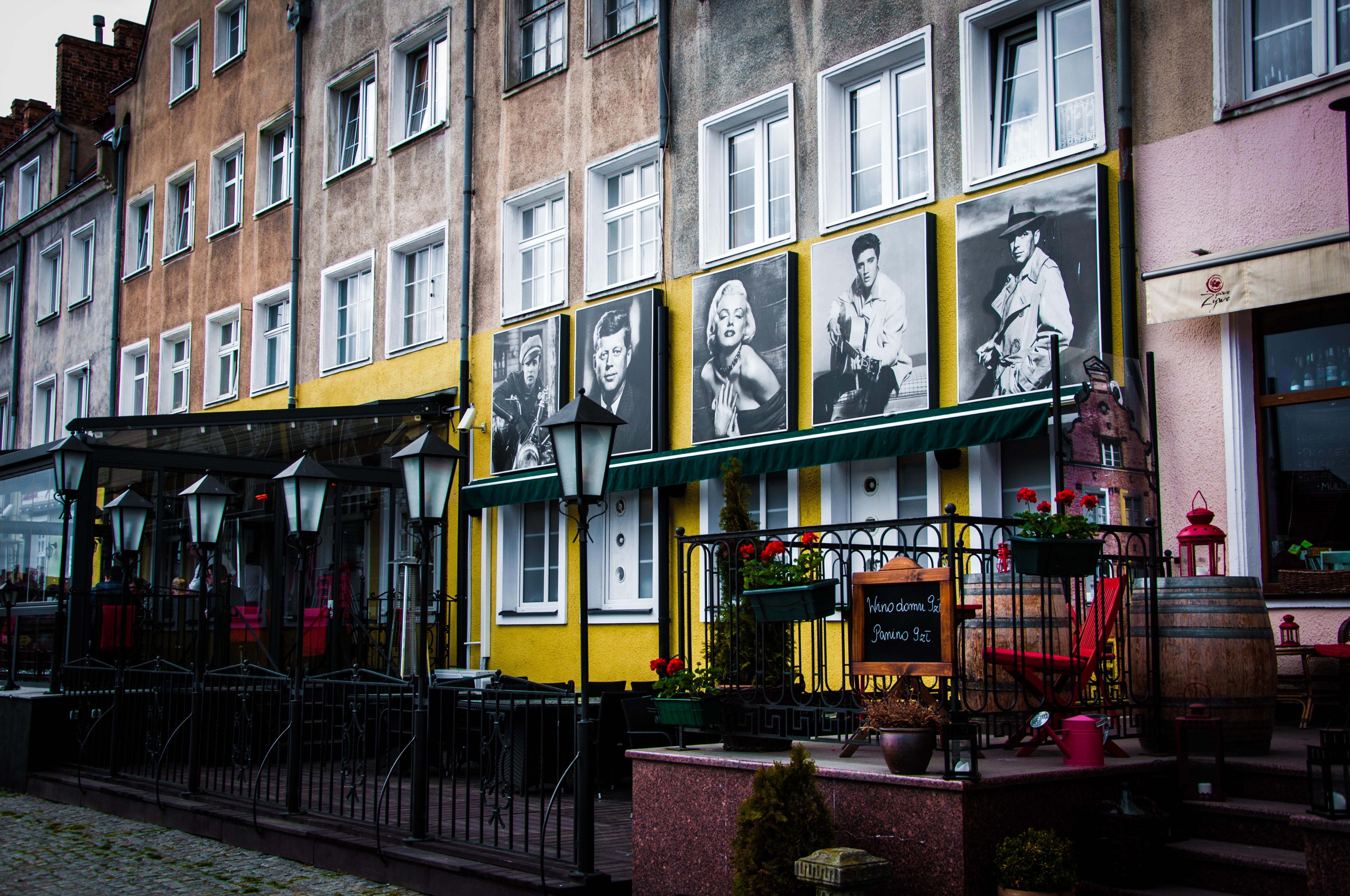 Low Angle View of Marilyn Monroe Frames, Architecture, Urban, Travel, Town, HQ Photo