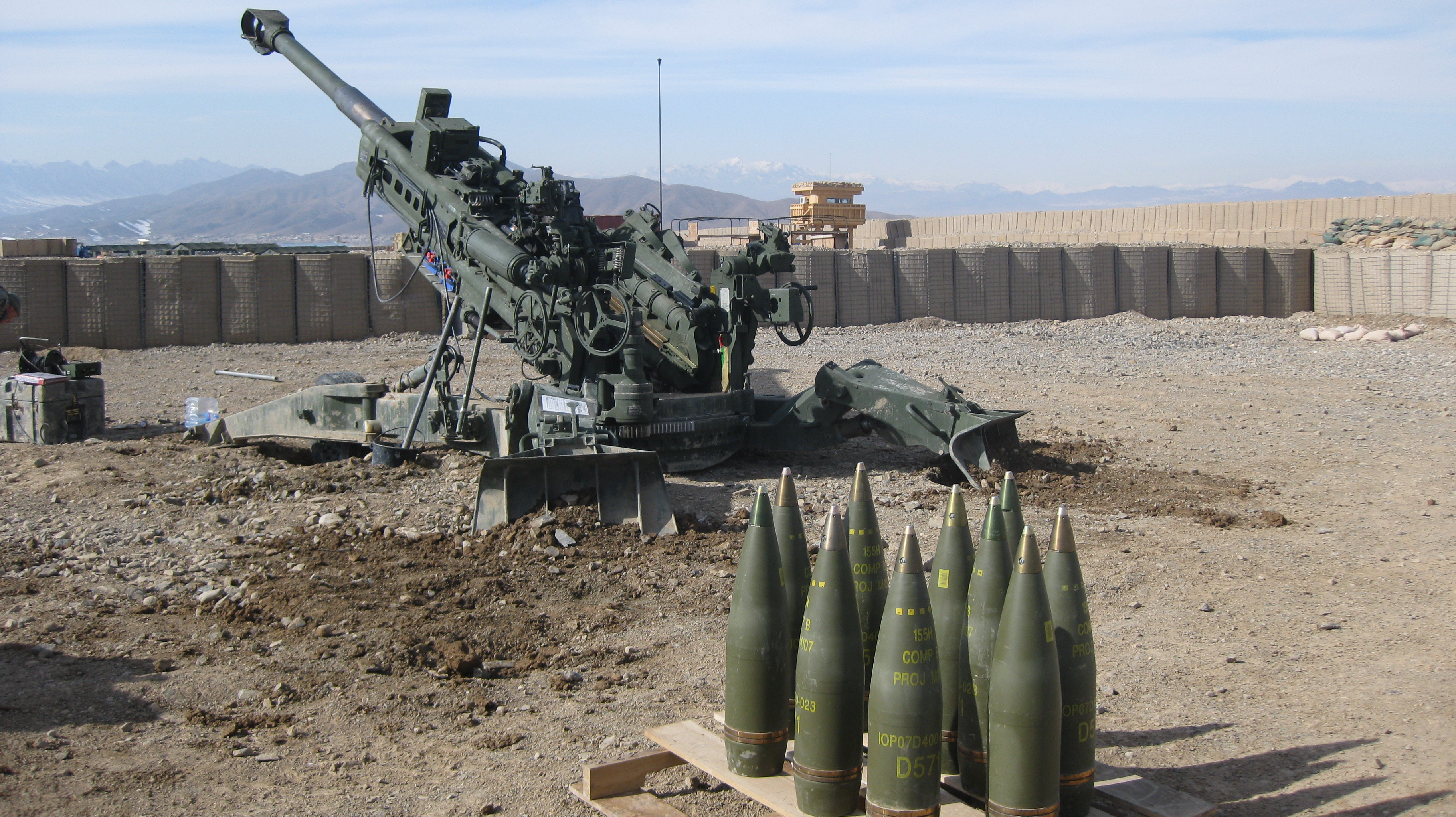 File:M777 and ammunition.jpg - Wikimedia Commons