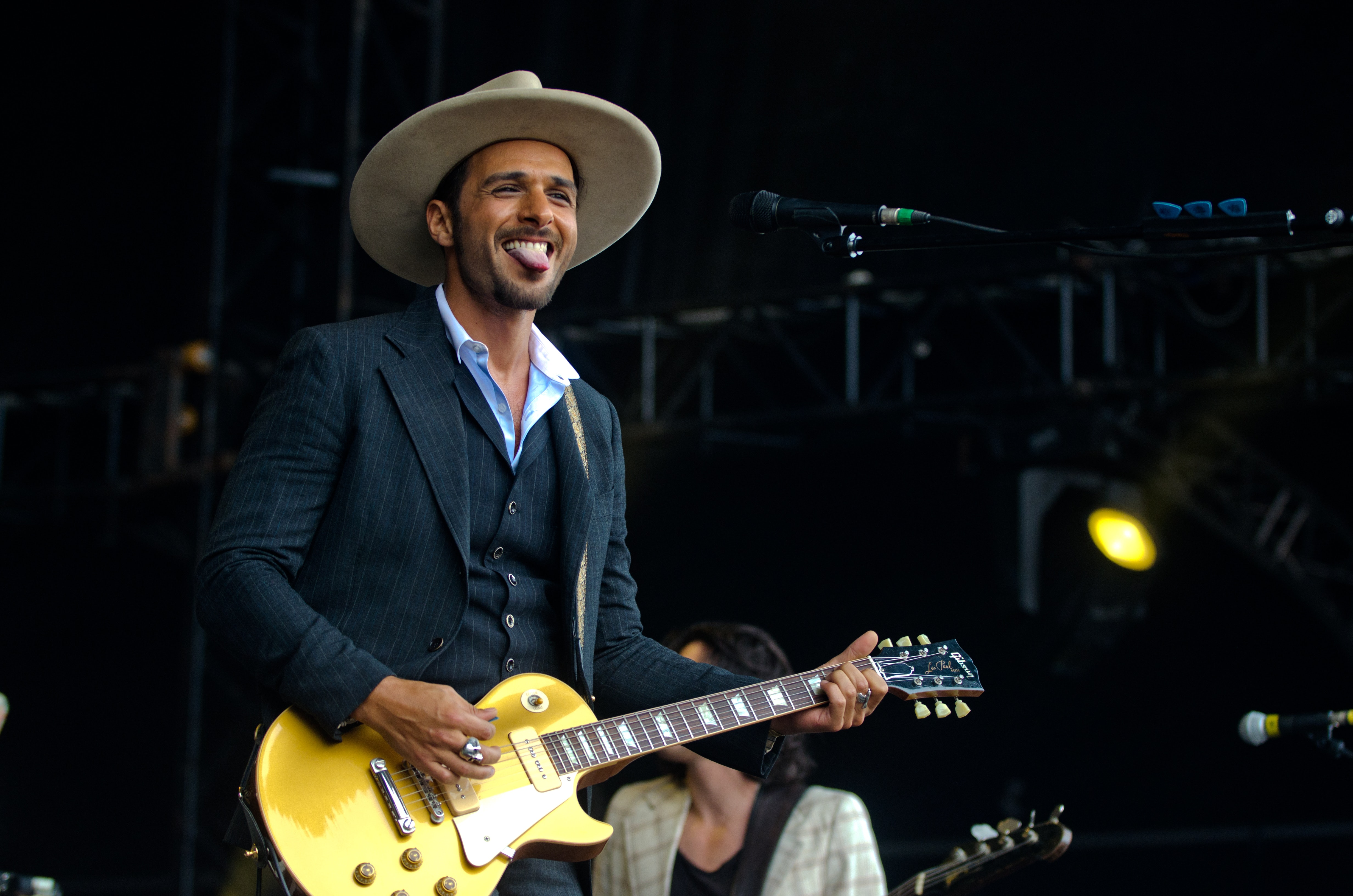 Main in Black Suit Jacket Playing Les Paul Electric Guitar, Band, Concert, Cowboy hat, Festival, HQ Photo