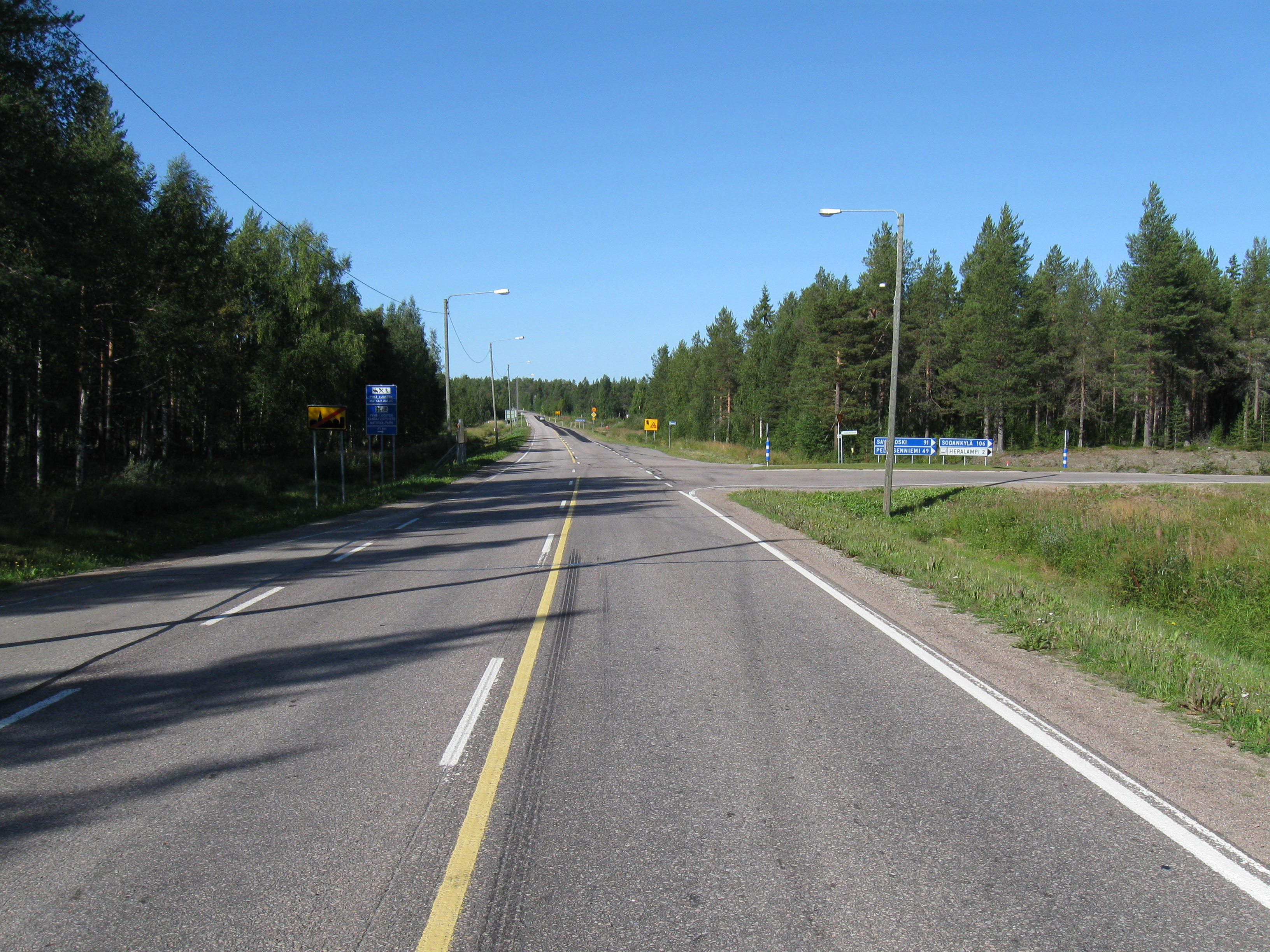 File:Main road 82 in Kemijärvi.JPG - Wikimedia Commons