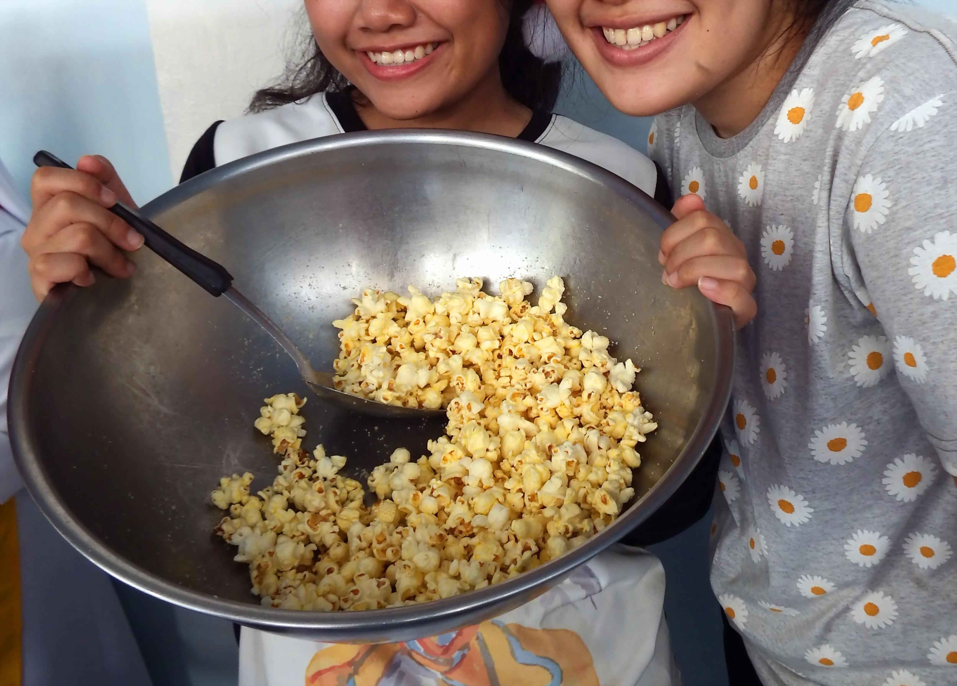 Making popcorn photo