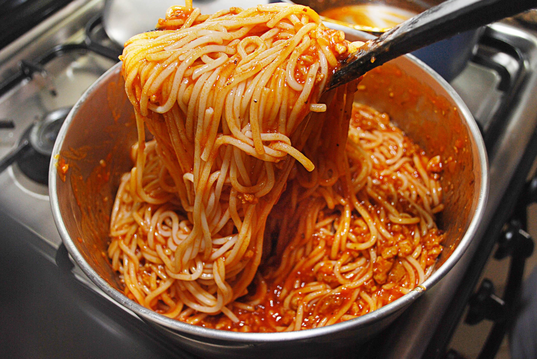 Making spaghetti photo