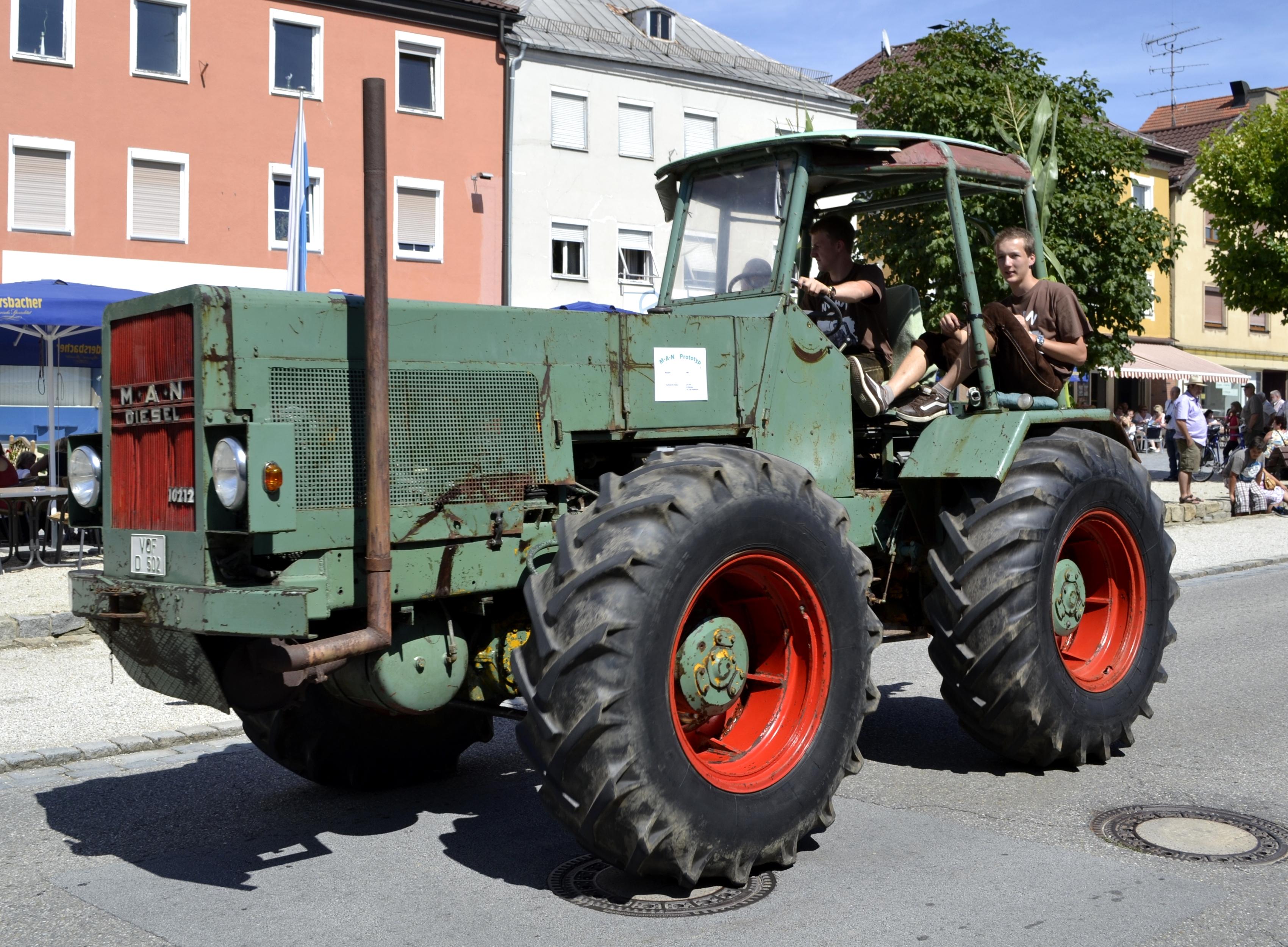 File:MAN Diesel 10212 Traktor Prototyp.JPG - Wikimedia Commons