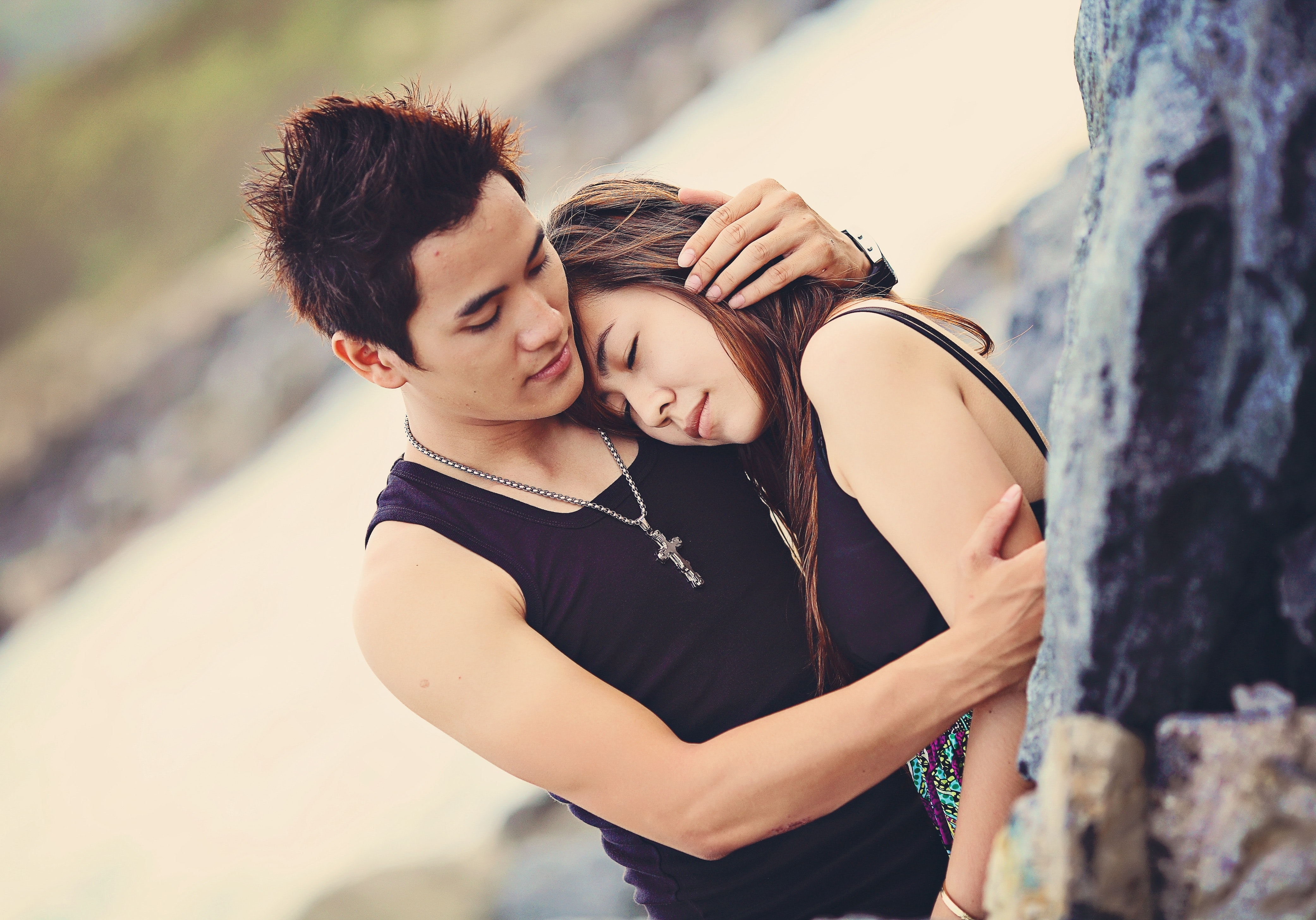 Man Hugging a Woman Wearing Black Tank Top, Adult, Holding, Travel, Togetherness, HQ Photo