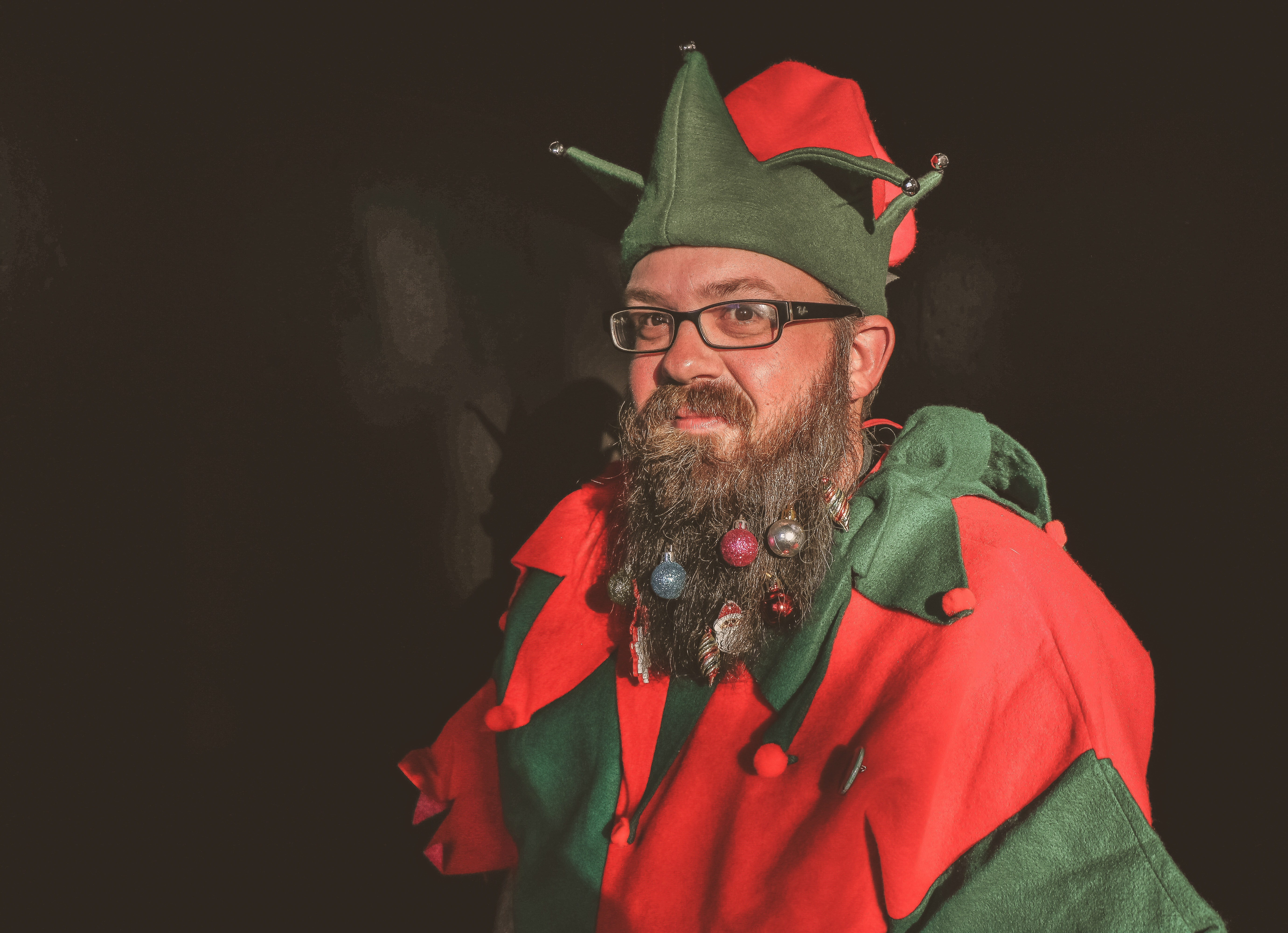Man in Red and Green Elf Costume, Adult, Indoors, Lifestyle, Looking, HQ Photo