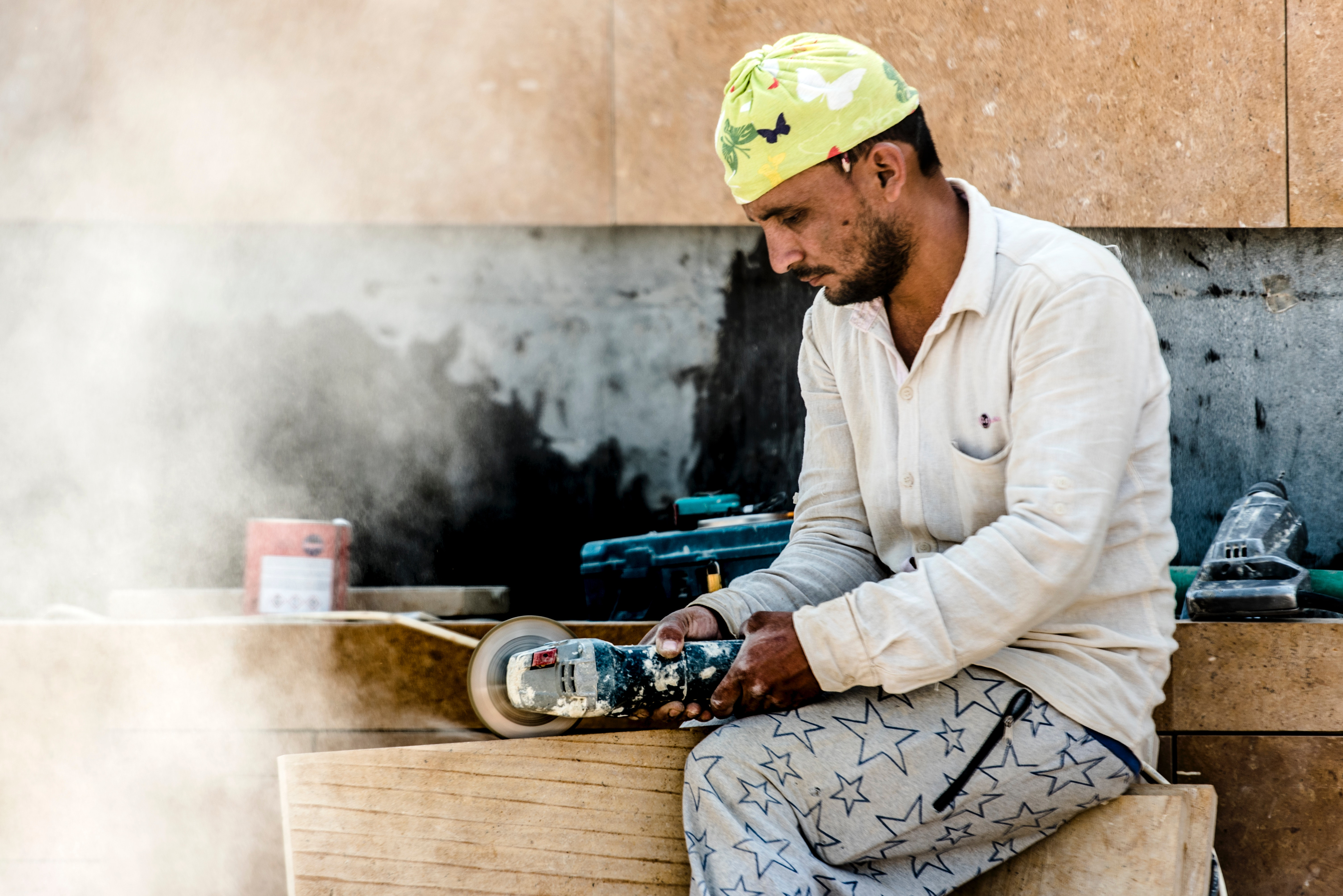 Man using angle grinder photo