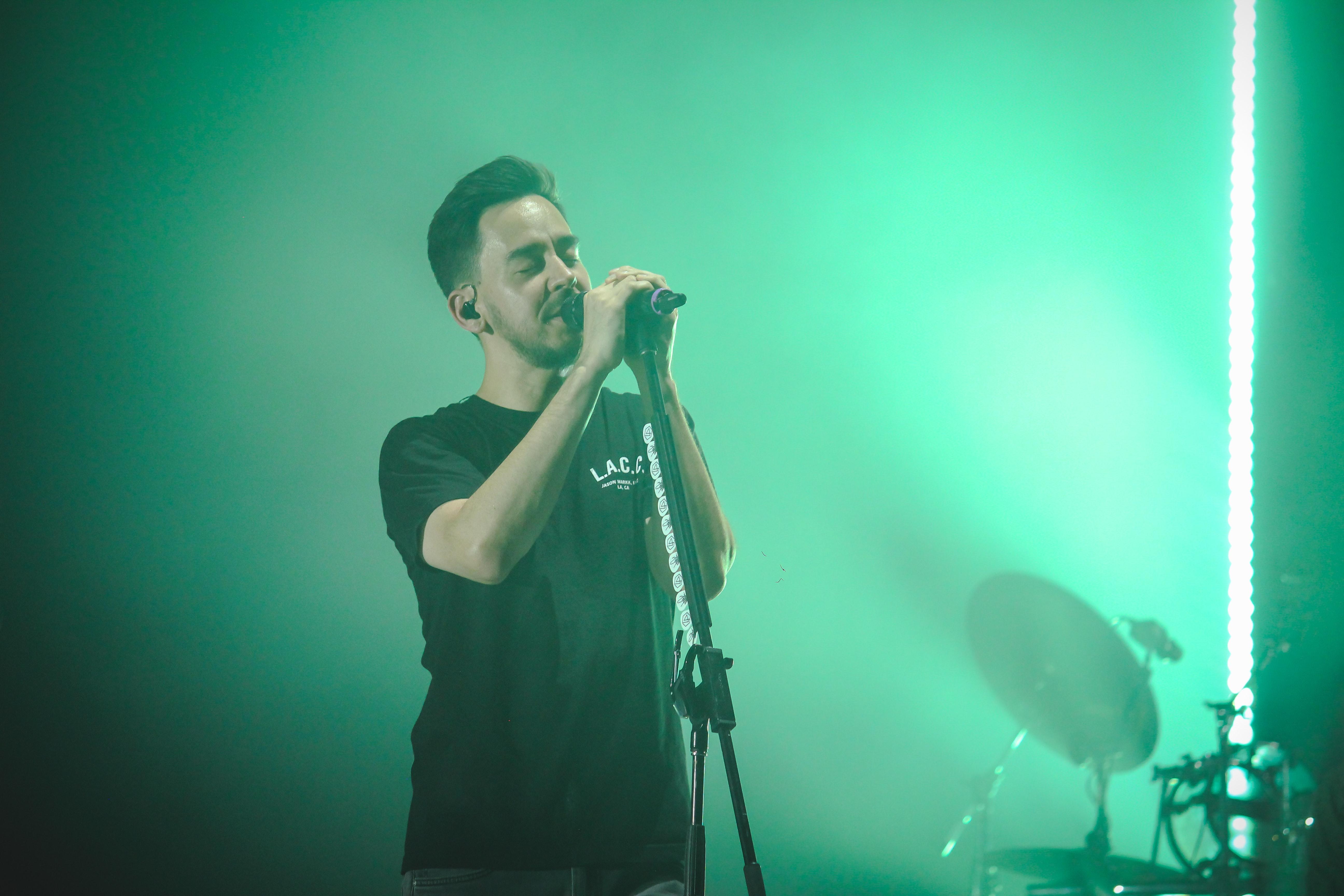 Man wearing black crew-neck t-shirt holding microphone photo
