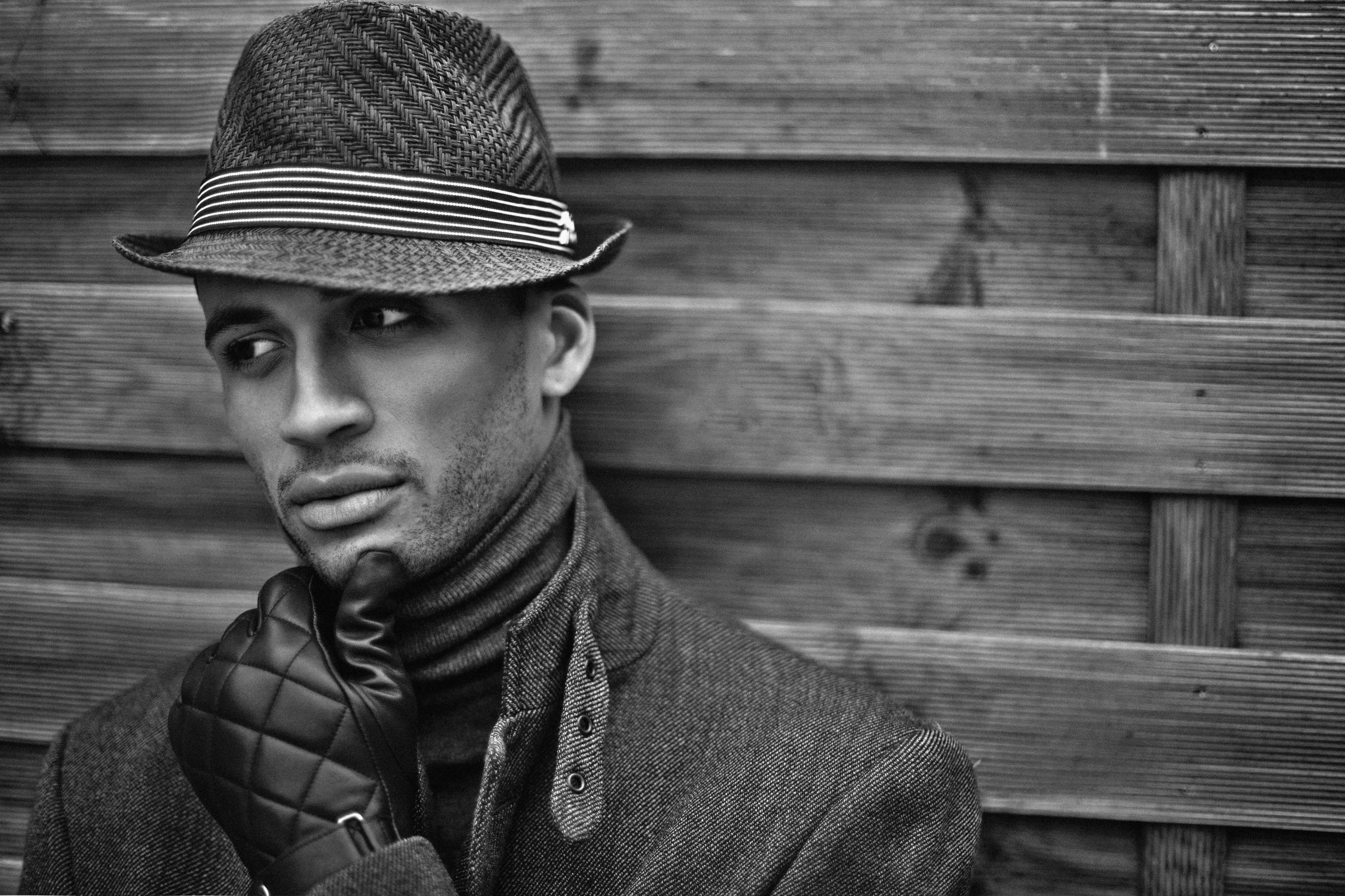 Man Wearing Black Hat and Gloves, Black and white, Portrait, Wood, Wear, HQ Photo