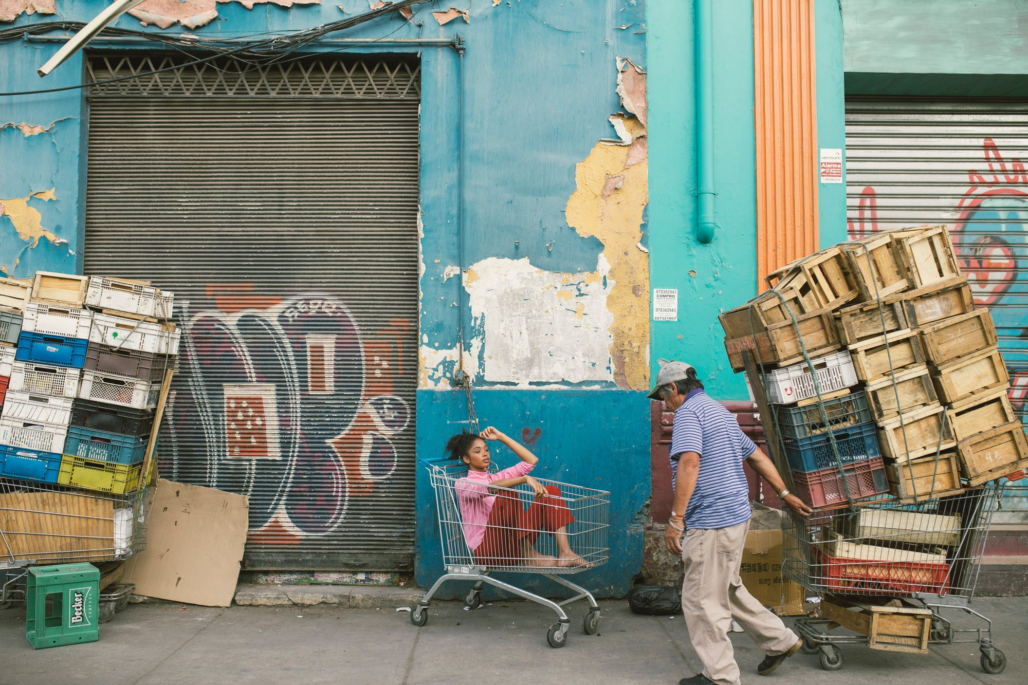 Man Wearing Gray Cap and Blue Shirt Holding Shopping Cart, Messy, Woman, Wall, Urban, HQ Photo