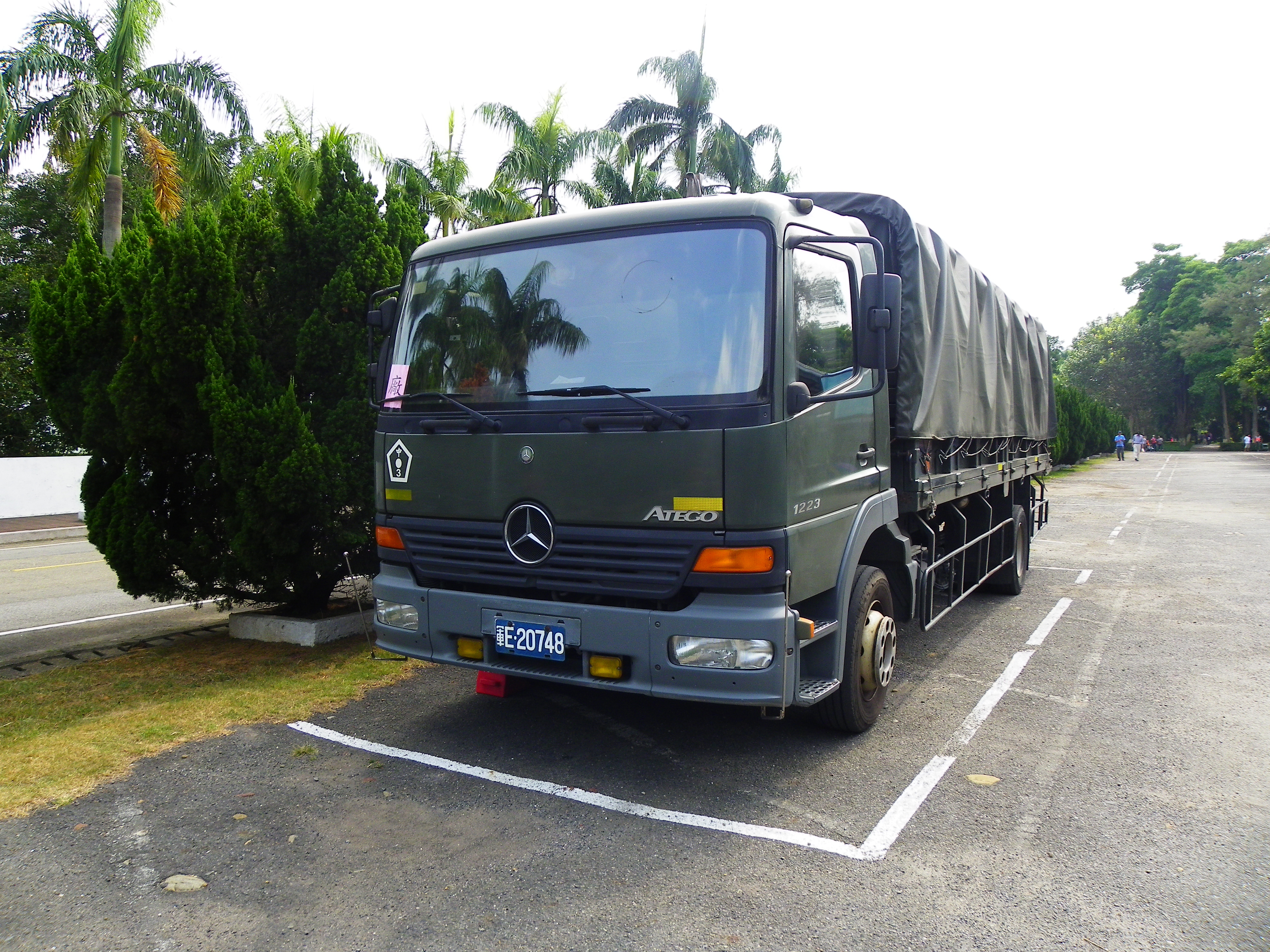 File:ROCA Mercedes-Benz Atego 1223 Truck Parked in Chengkungling ...